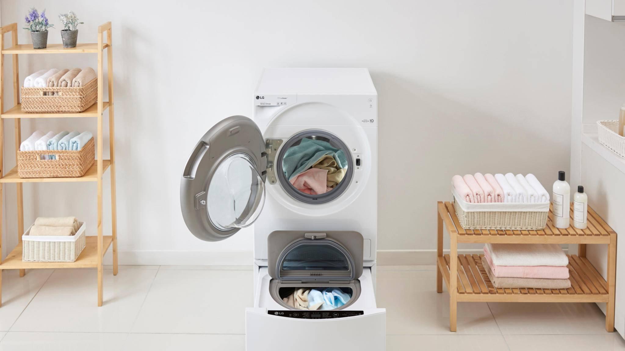 Mit einer TwinWash im Badezimmer soll das Wäschewaschen deutlich erleichtert werden.