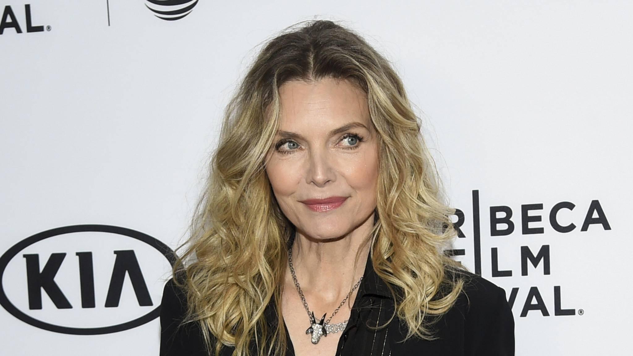 """Ergänzt Michelle Pfeiffer den Cast um Angelina Jolie in """"Maleficent 2""""?"""