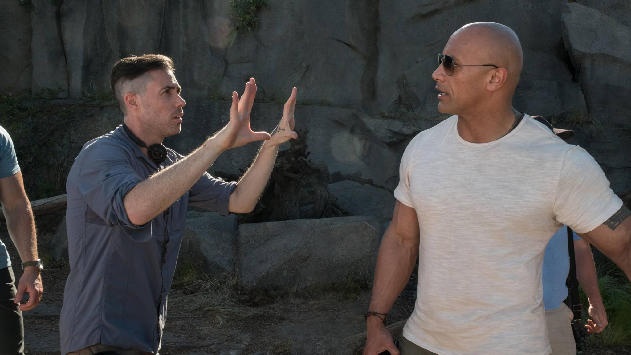 """Sieht so Liebe aus? """"Rampage""""-Regisseur Brad Peyton hält große Stücke auf seinen Hauptdarsteller."""