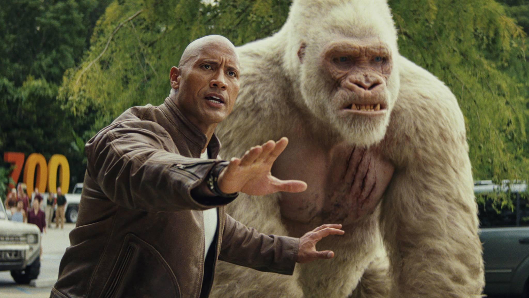 Ähnlichkeiten zwischen Dwayne Johnson und Gorilla George sind durchaus beabsichtigt.