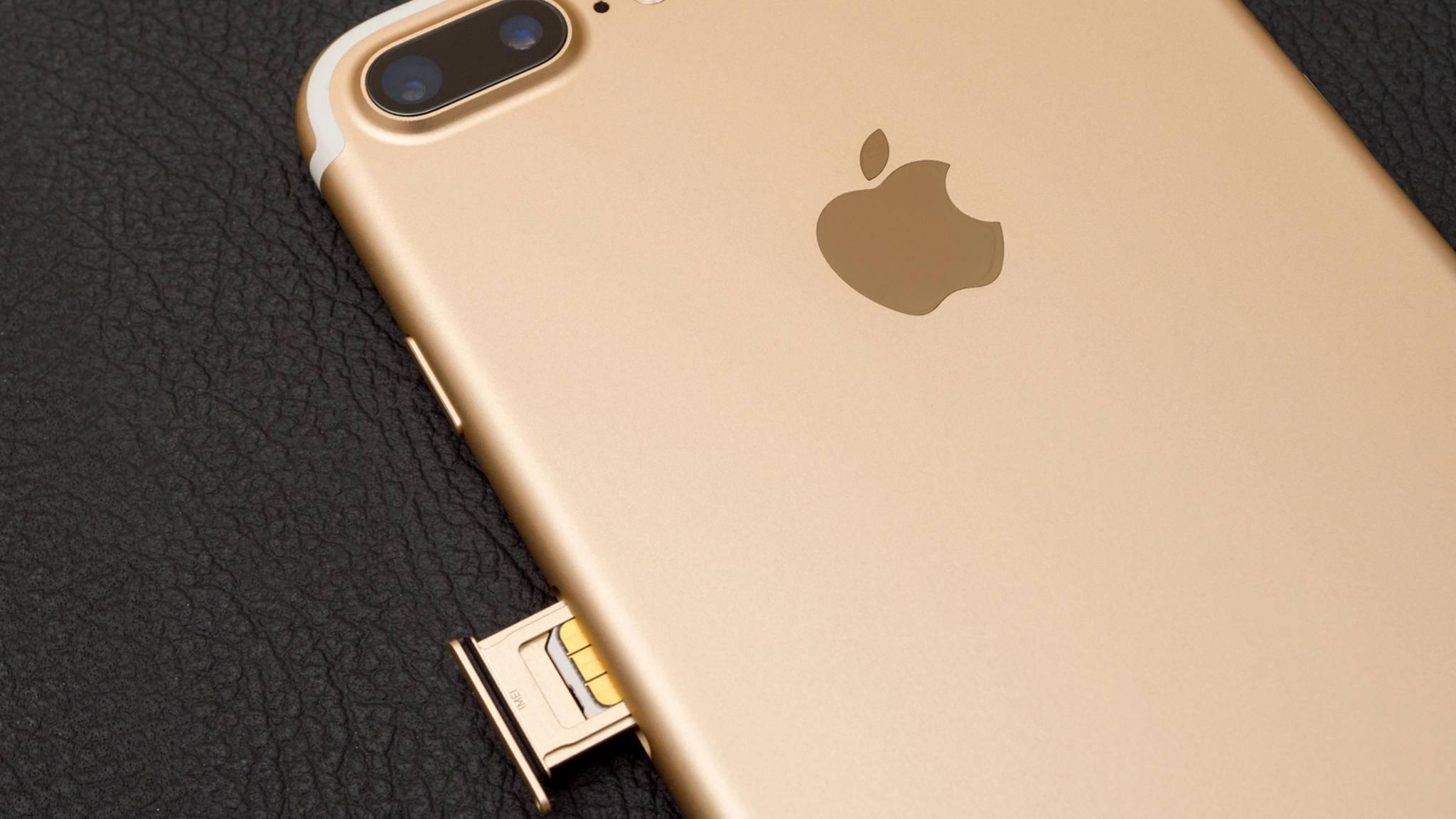 Das iPhone akzeptiert eigentlich nur eine SIM – es sei denn, man nutzt einen Adapter.