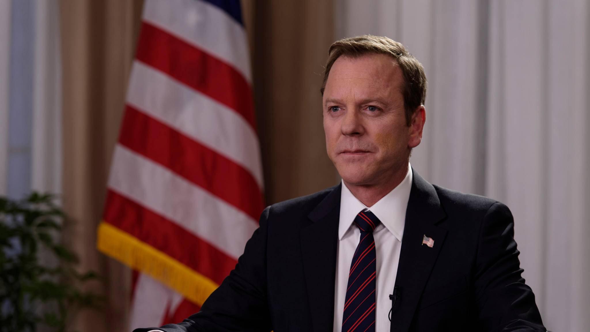 Der Anzug sitzt. Robert Kirkman (Kiefer Sutherland) wird in Staffel 3 weiter regieren.