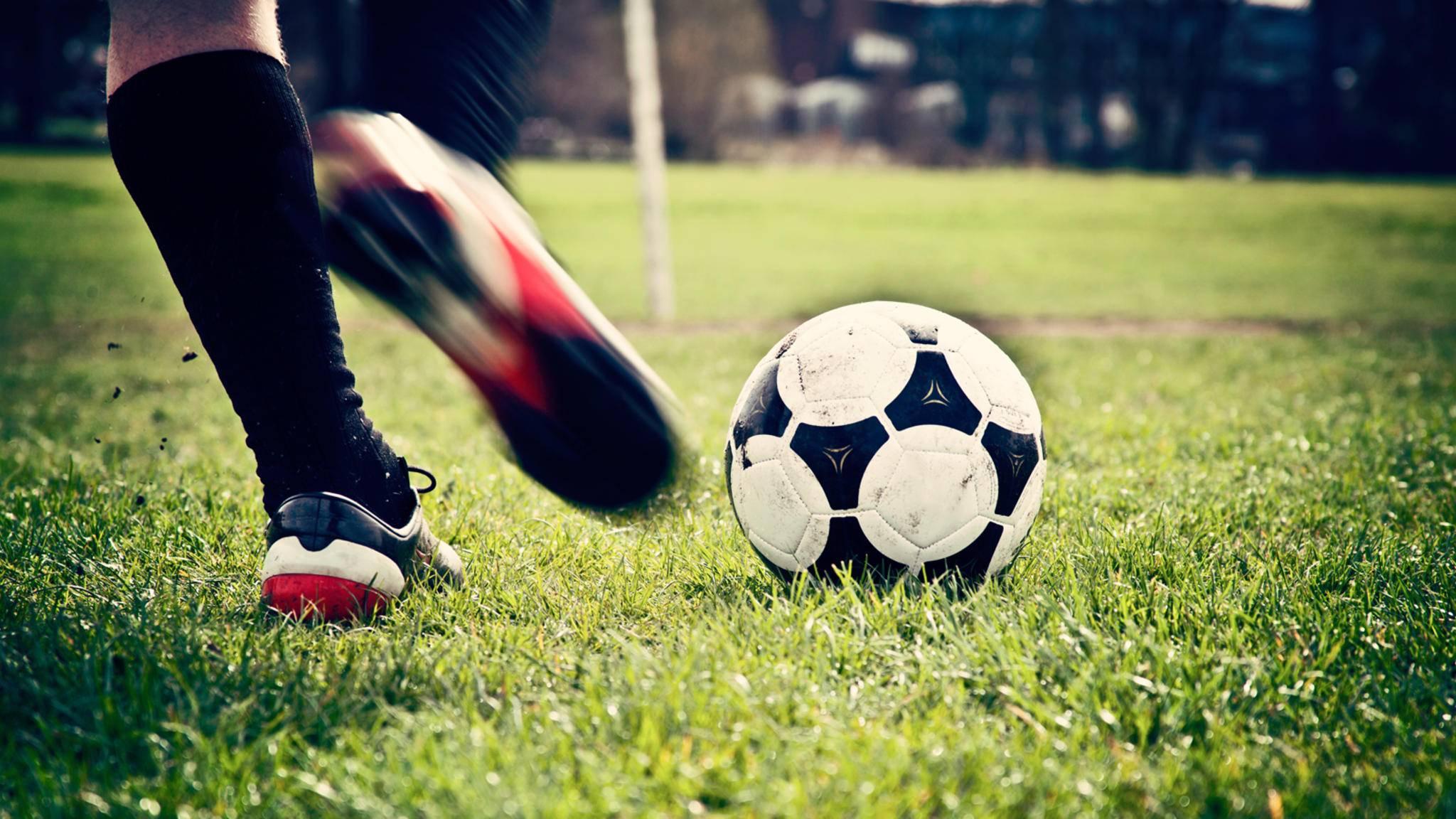 Mit smarten technischen Helfern kannst Du Dein Fußballspiel pünktlich zur WM 2018 verbessern.
