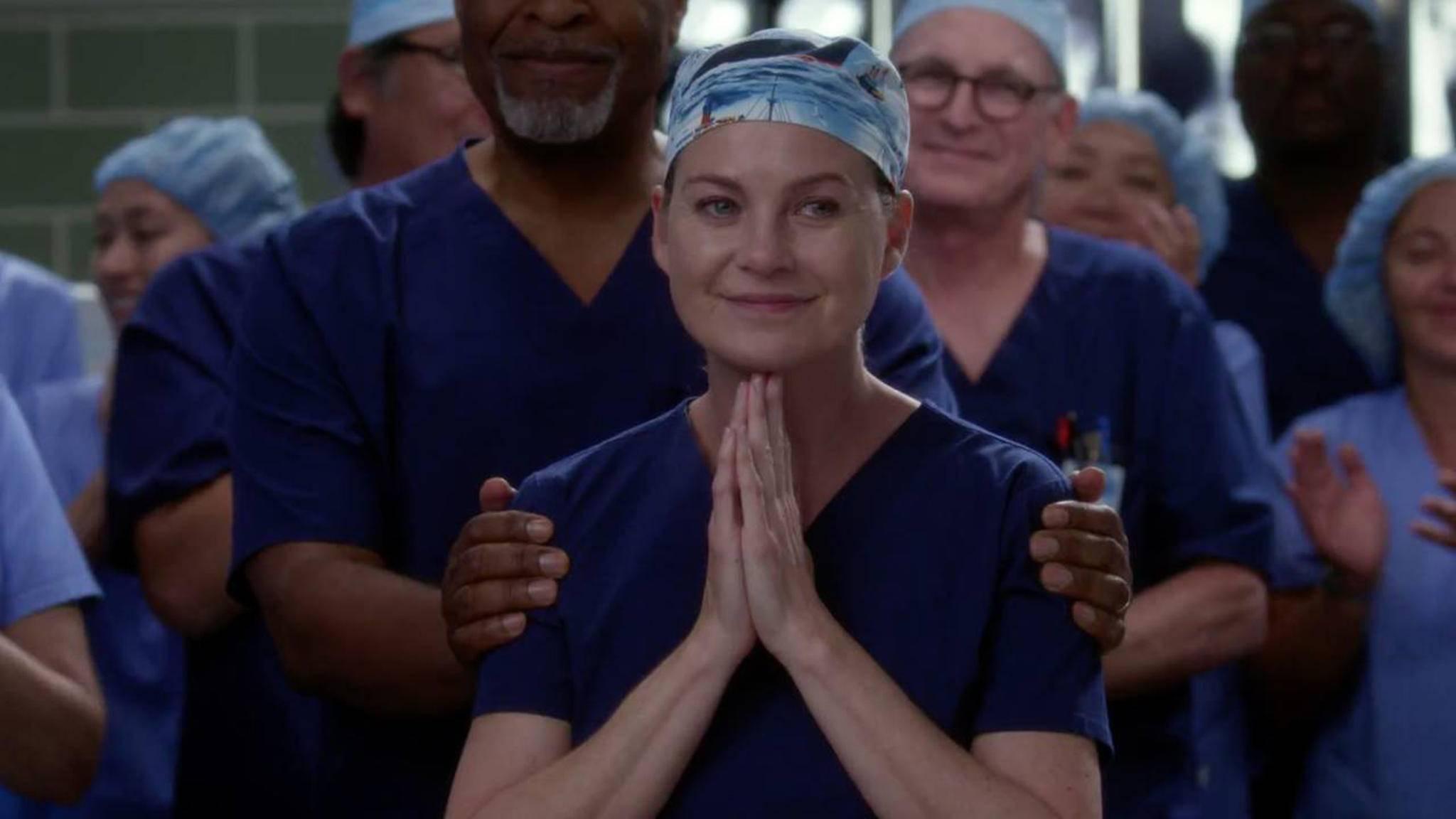 Da ist auch Meredith ganz gerührt: Eine alte Kollegin kehrt dauerhaft ins Grey Sloan Memorial Hospital zurück.