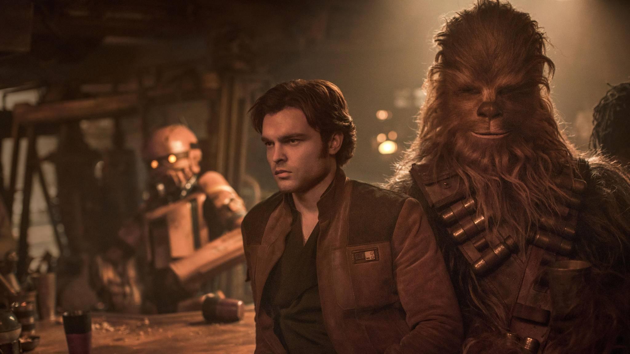 Freude sieht anders aus: Han Solo und Chewie locken nicht so viele Menschen wie erwartet in die Kinos.