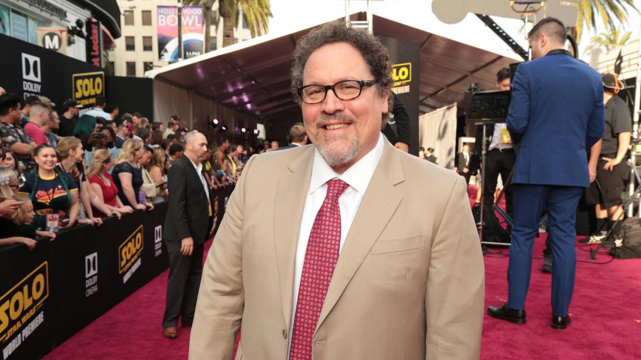 """Jon Favreau war während der Premiere von """"Solo: A Star Wars Story"""" offenbar in Plauderlaune."""
