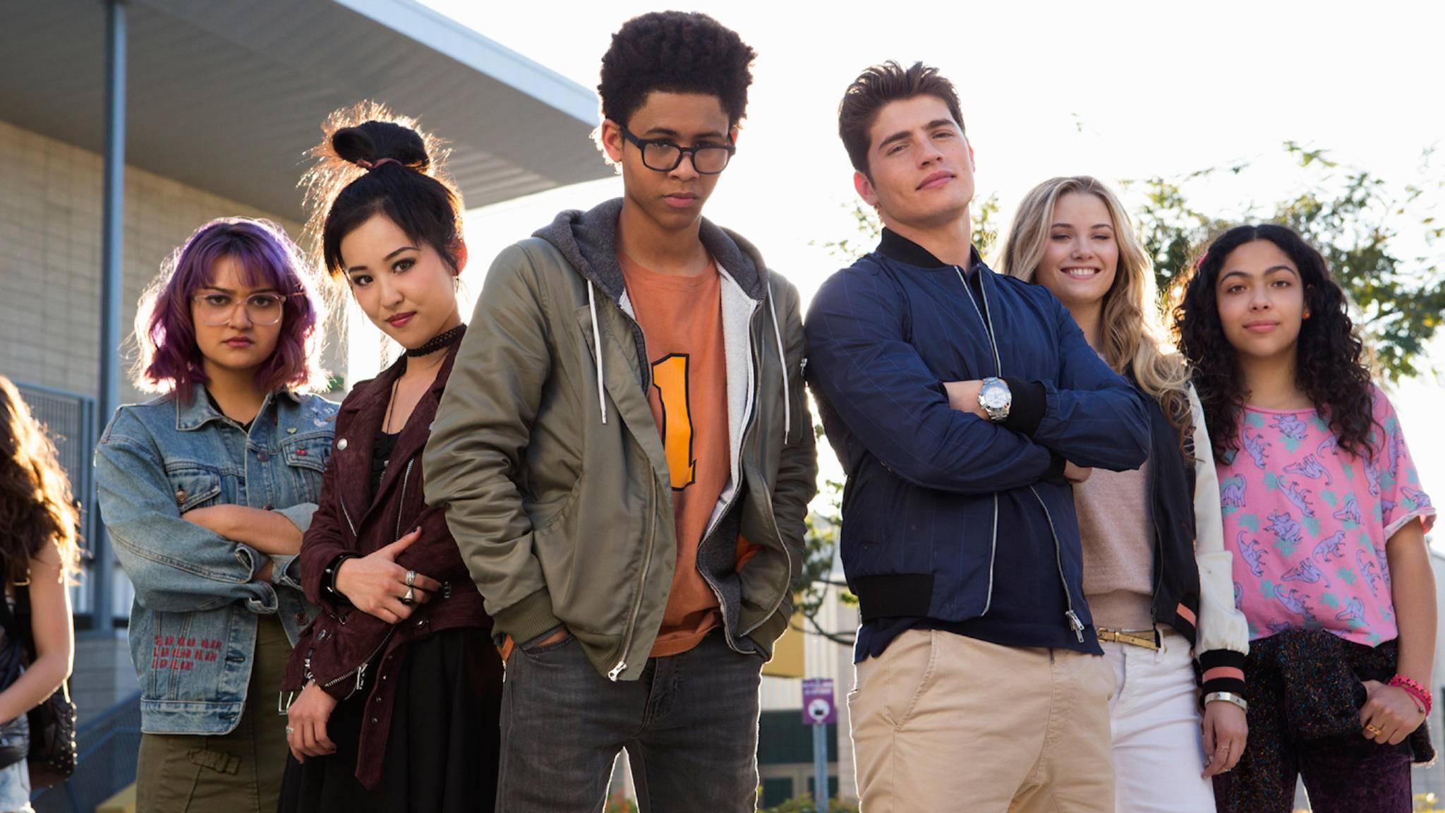 """Wirklich nah an der Vorlage: Auf diesem Bild stellt der Serien-Cast das Cover der """"Runaways Vol. 1""""-Comicsammlung von 2014 nach."""