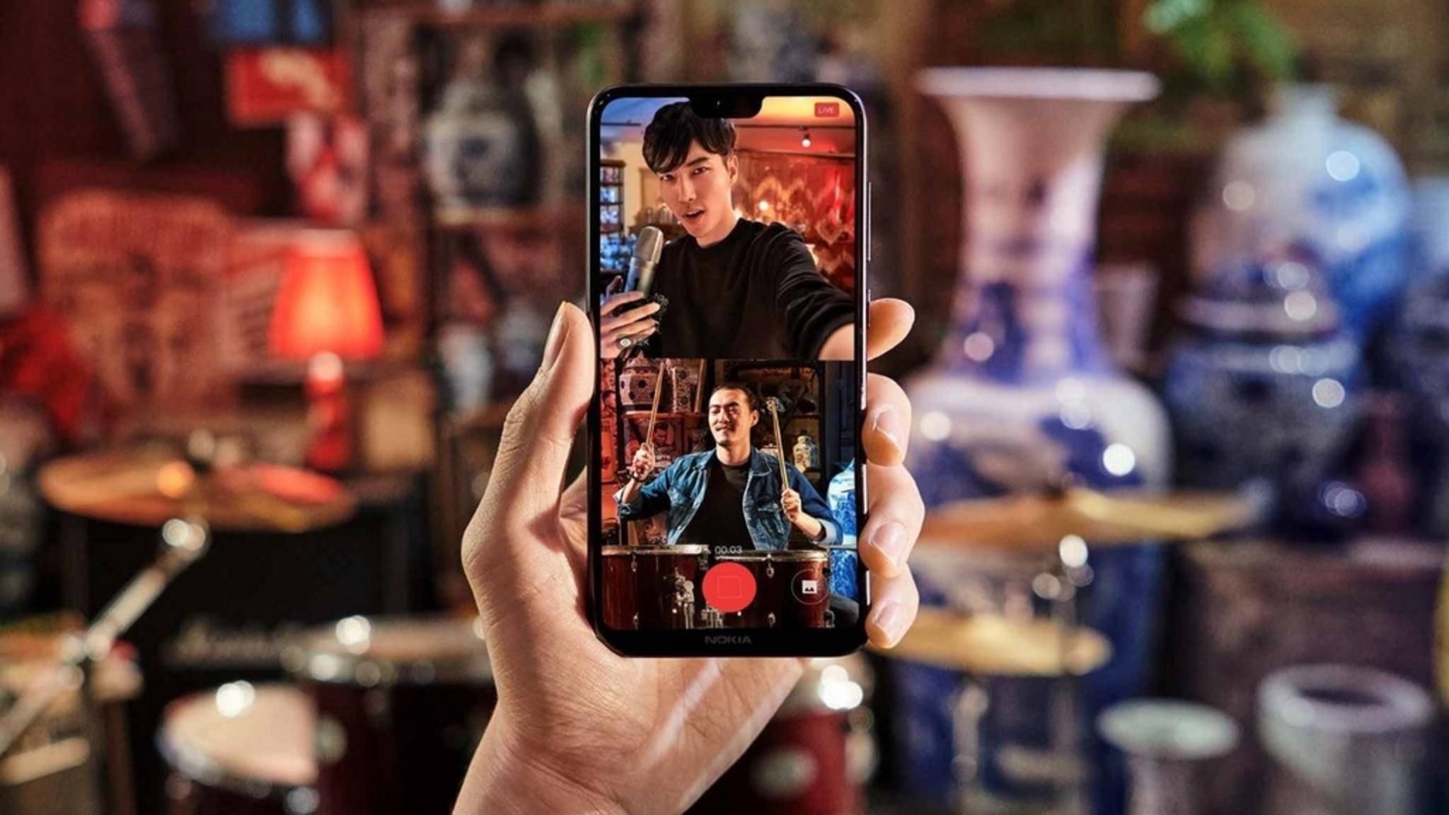 Das Nokia X6 liegt mit seiner Display-Kerbe voll im Trend.