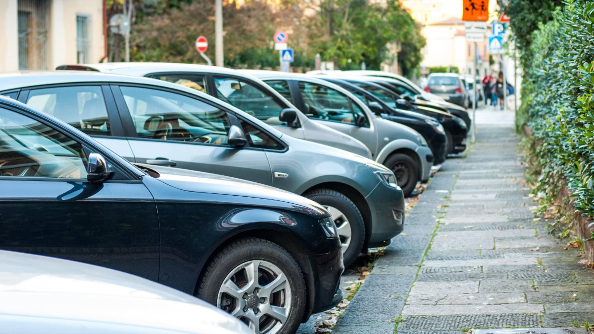 Mit der richtigen App ist die Suche nach einem Parkplatz gleich viel entspannter.