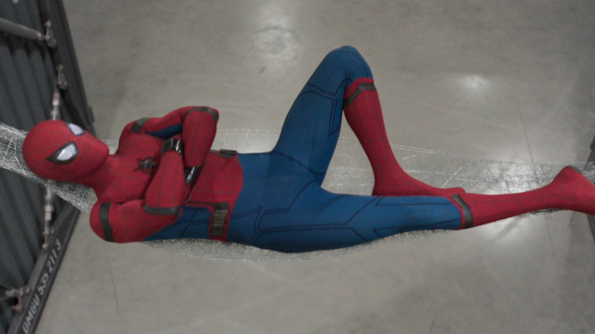 """Zeit zum Erholen! """"Spider-Man: Far From Home"""" ist abgedreht – und kommt mit deutlich düsterem Anzug als """"Homecoming"""" (Bild)."""