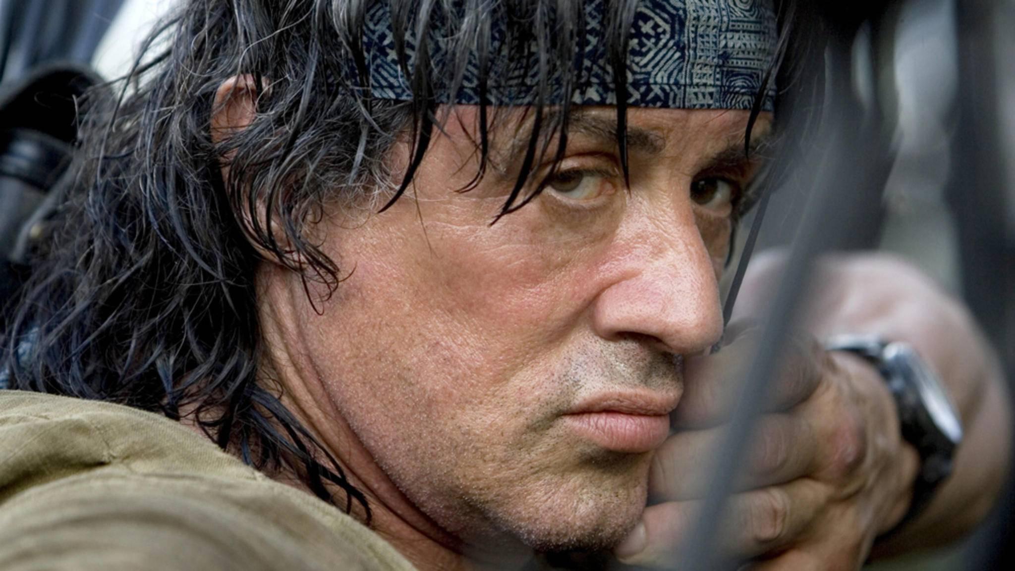 Zehn Jahre nach seinem letzten Abenteuer nimmt John Rambo seine nächsten Gegner ins Visier.
