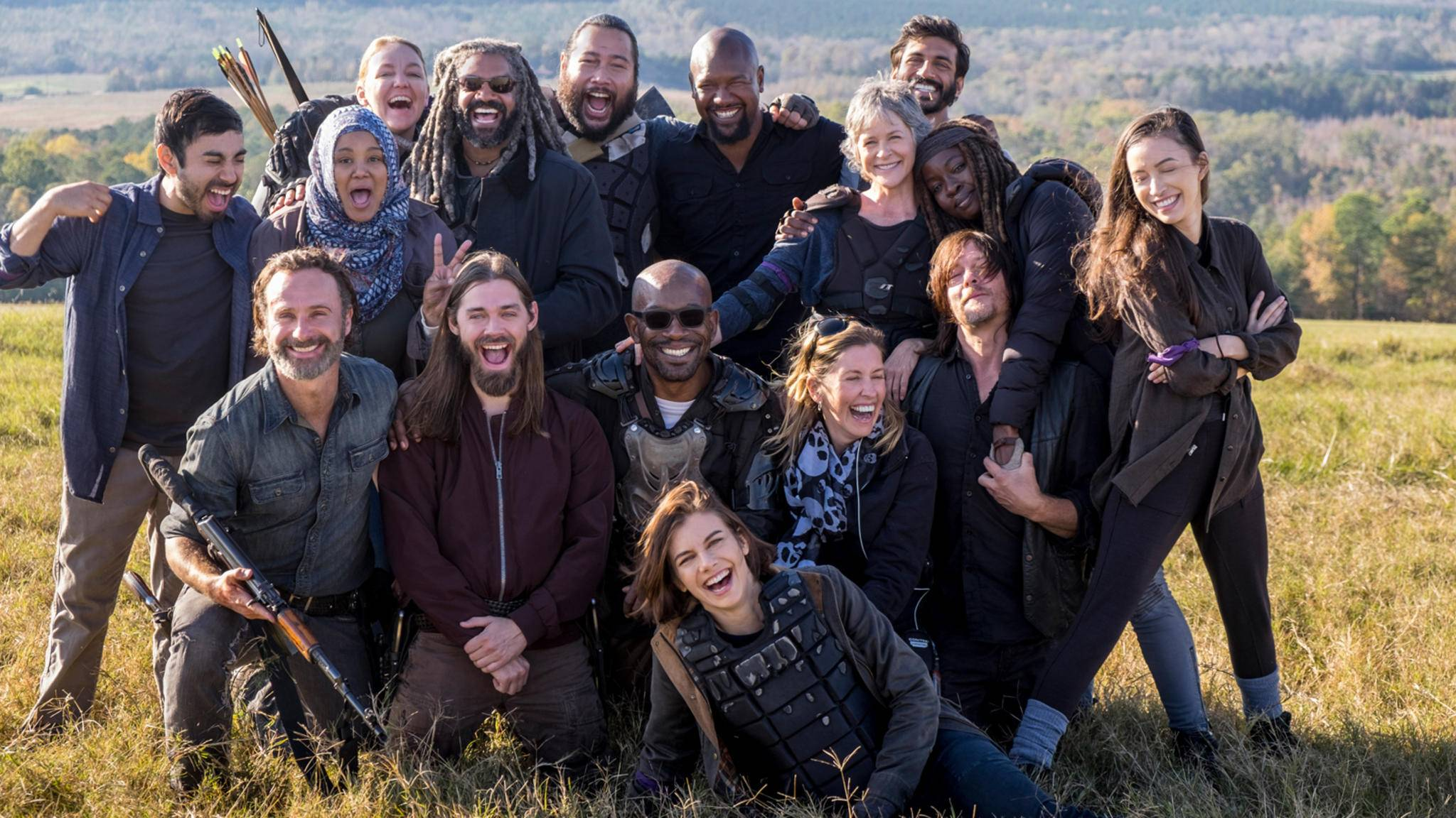 """Andrew Lincoln, alias Rick (vorne links), verlässt """"The Walking Dead"""". Seine Kollegen und Kolleginnen verabschieden ihn mit rührenden Worten."""