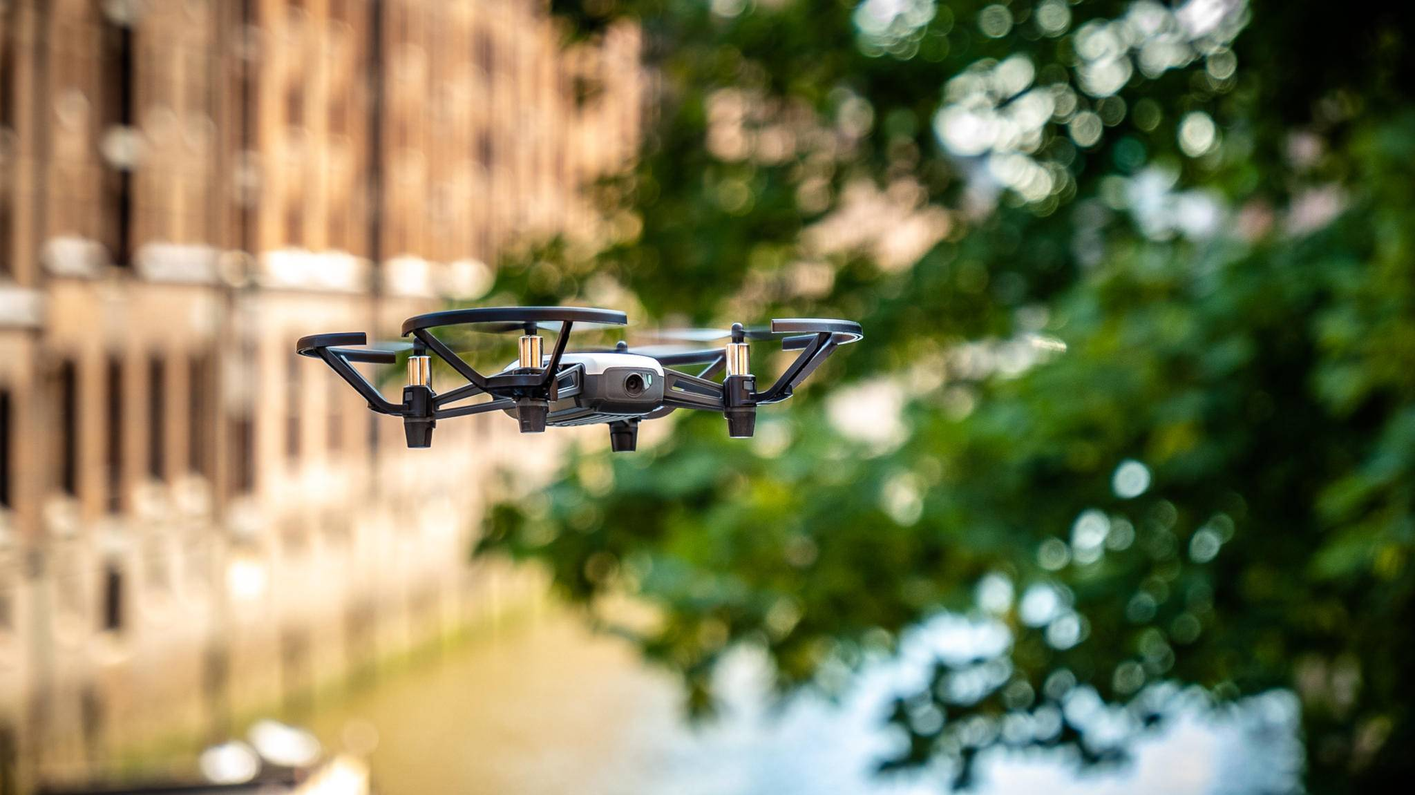 Die Tello ist eine Fun-Drohne mit DJI-Technik an Bord.