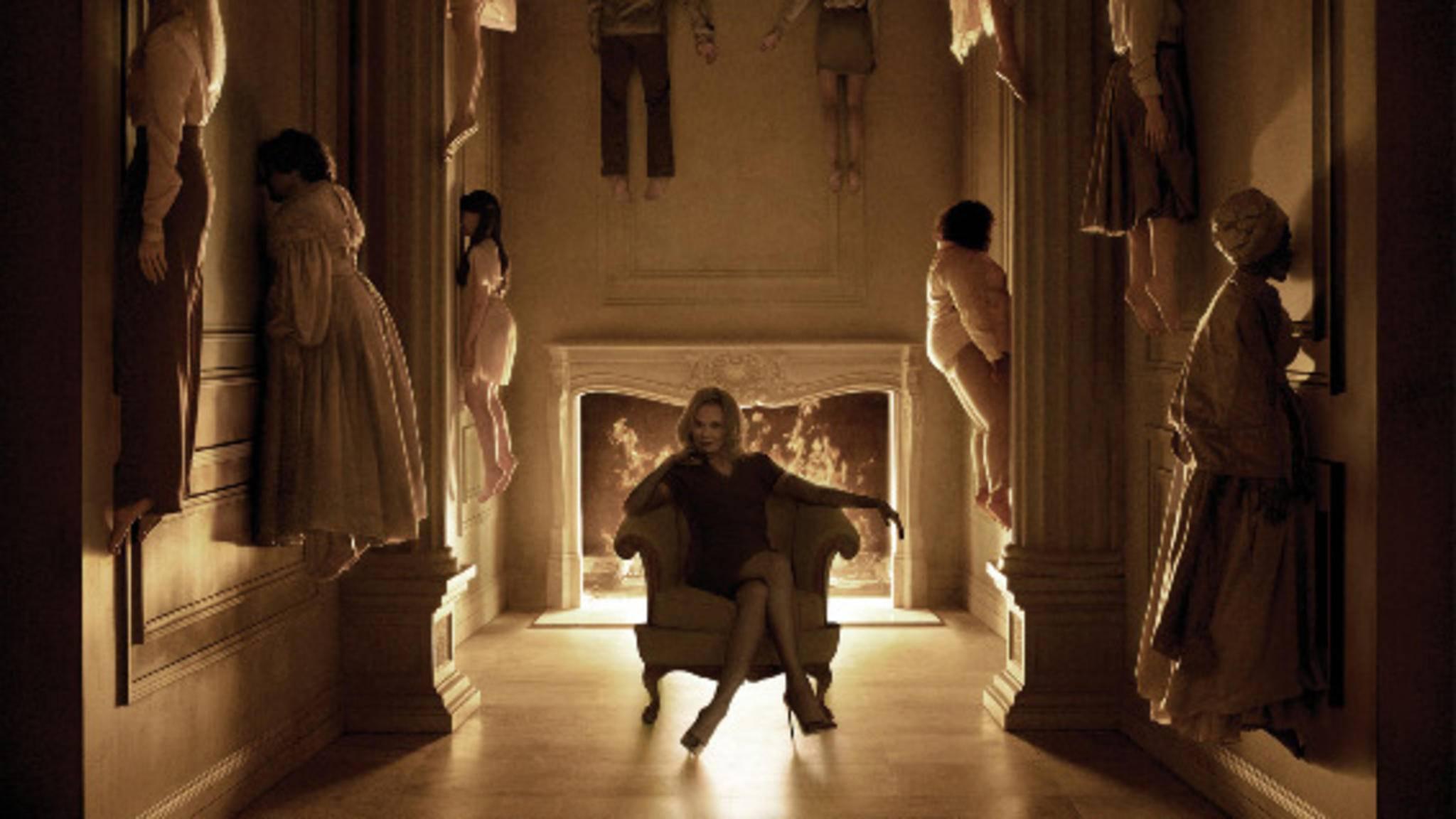 Ein erstes Setbild von Jessica Lange fehlt bisher noch.