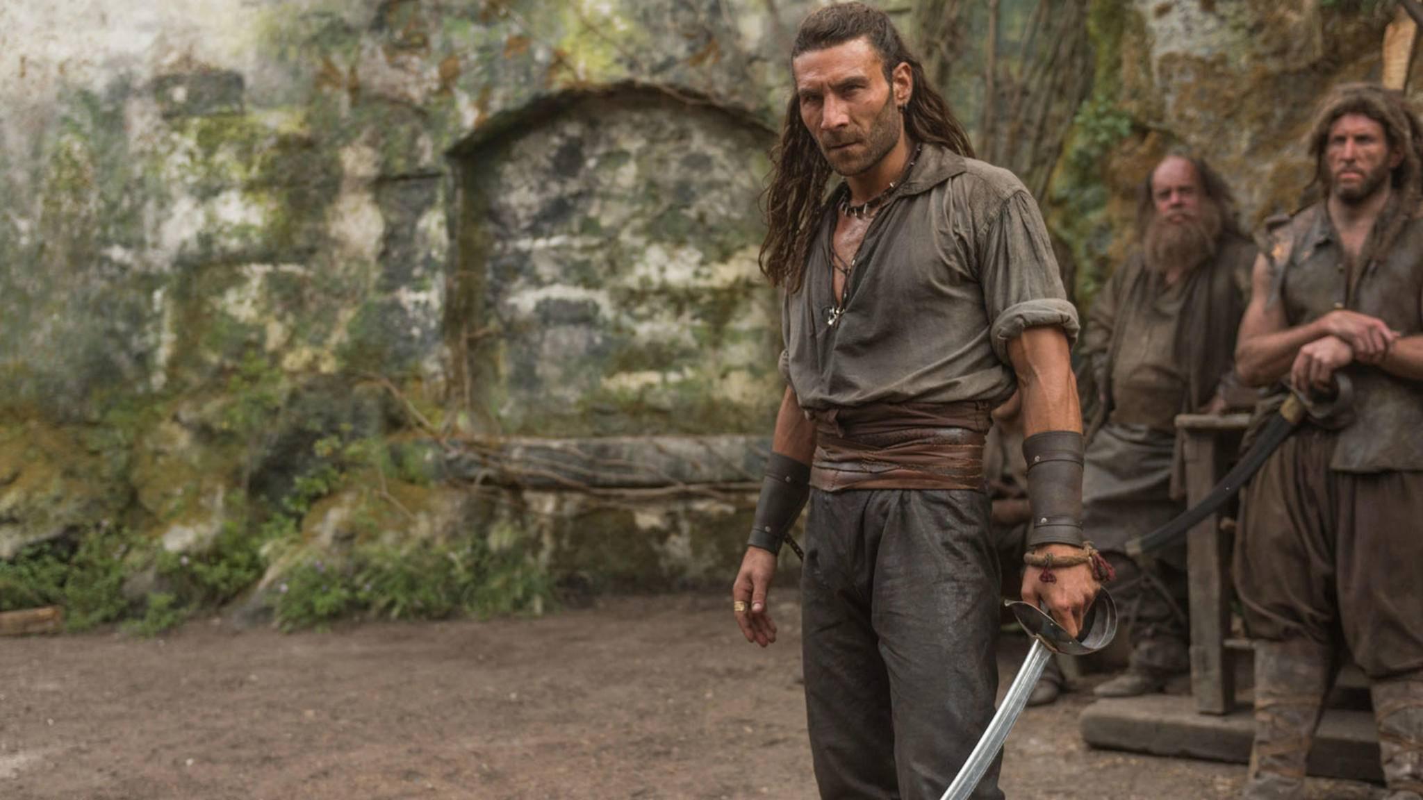 Tauscht Zach McGowan das Piratenhemd gegen ein eher zombietaugliches Outfit?