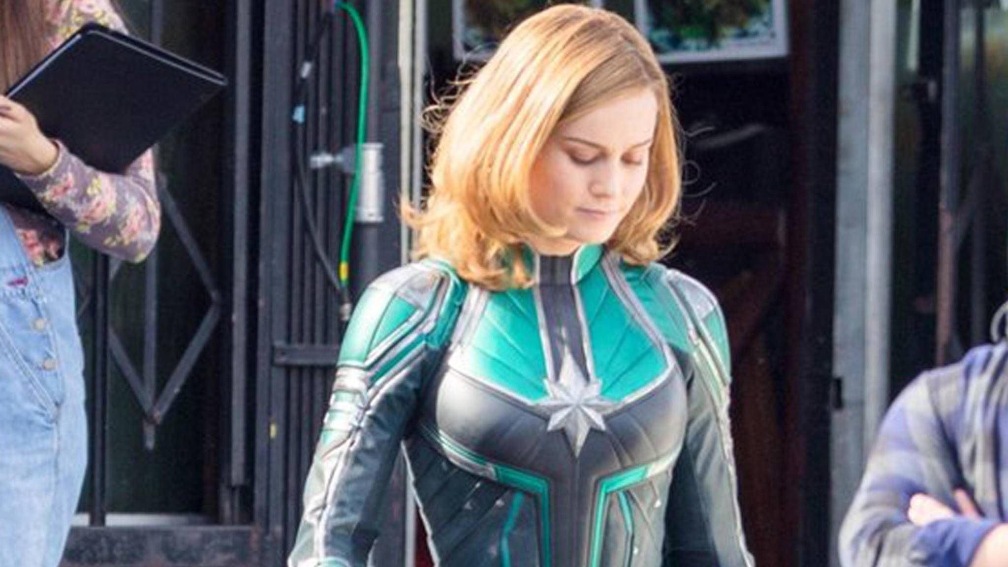 "Die ersten Fotos zu ""Captain Marvel"" enttarnen den grünen Anzug als Starforce-Outfit."