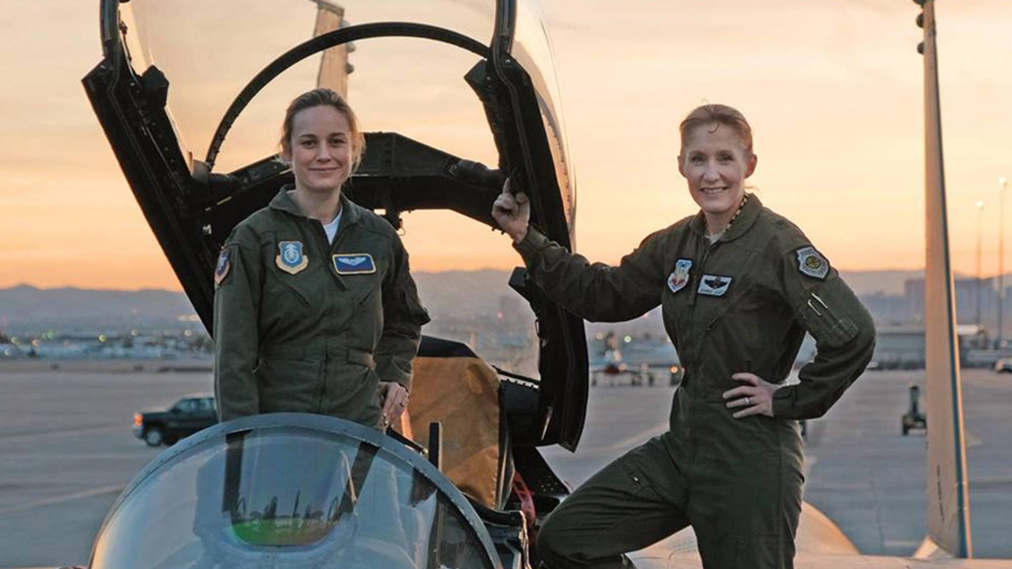 """Carol Danvers (Brie Larson) ist bereit zum Durchstarten: Die Dreharbeiten zu """"Captain Marvel"""" sind im Kasten."""