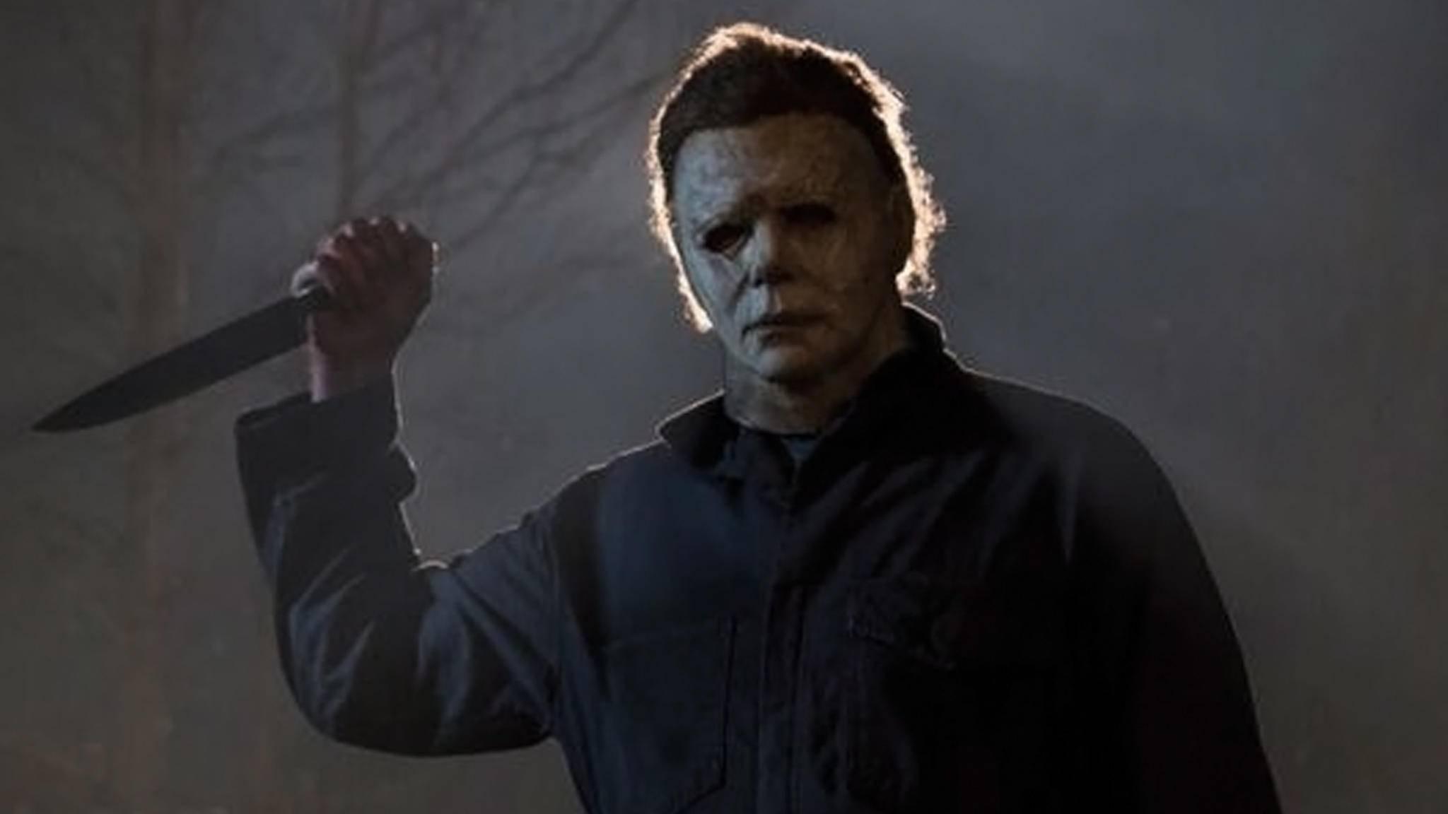 """Michael Myers schlägt in den ersten Teaser-Trailern zu """"Halloween"""" erneut zu."""