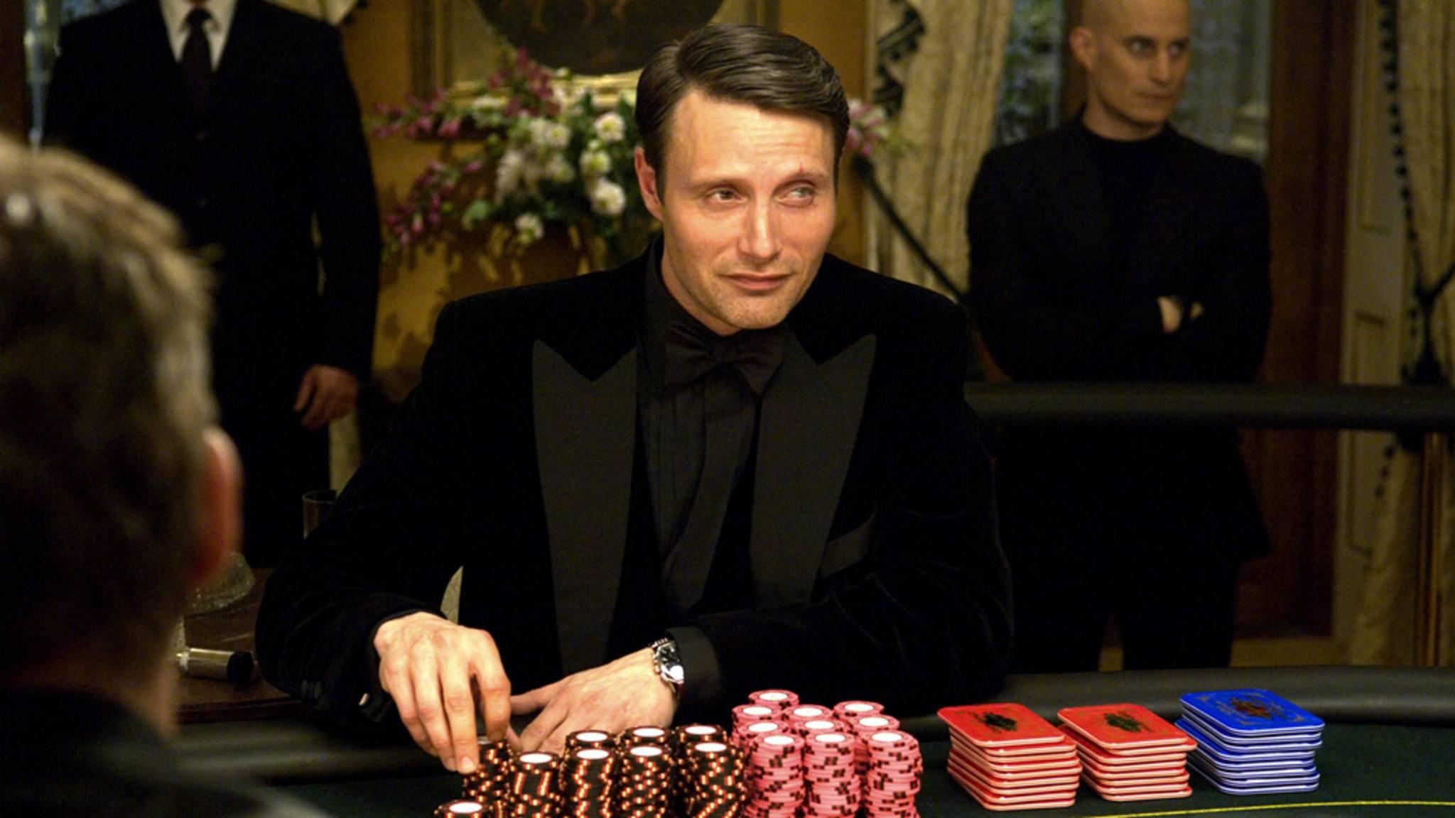 """Als Le Chiffre hat es Mads Mikkelsen in """"James Bond 007 – Casino Royale"""" auf den Topagenten des MI6 abgesehen."""