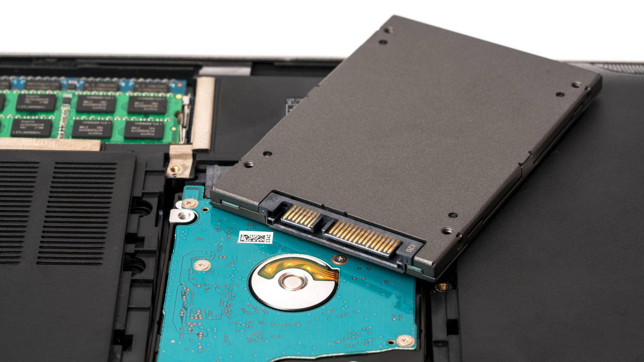 Wer eine SSD einbaut, kann selbst ältere Notebooks erheblich beschleunigen.