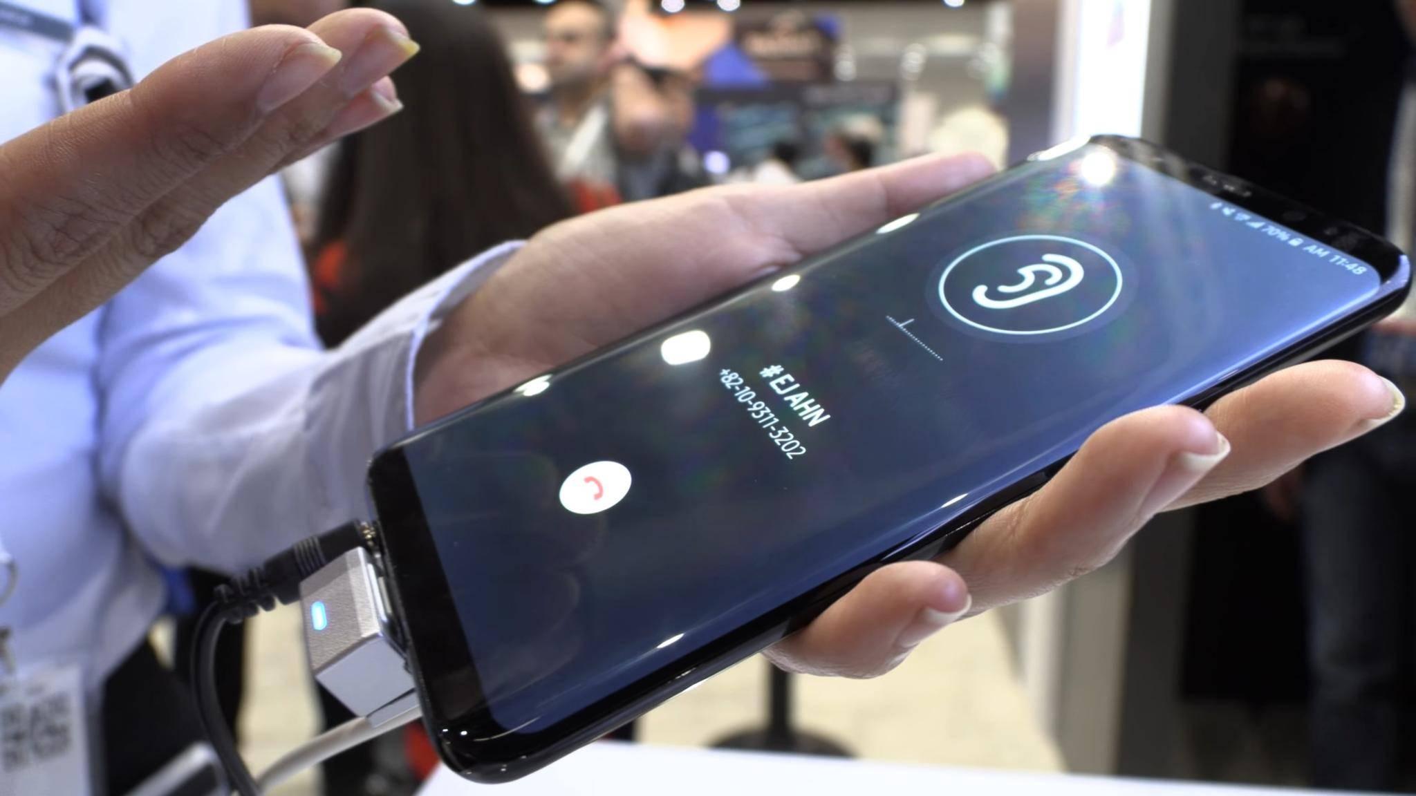 Das Display könnte bei kommenden Smartphones als Lautsprecher dienen.