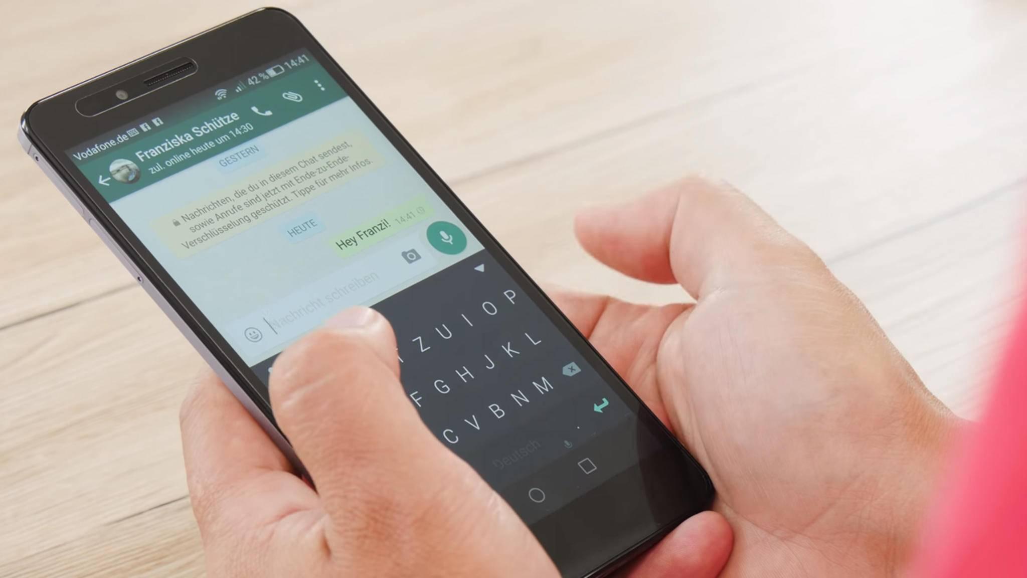 """WhatsApp-Nachrichten können bald in den Benachrichtigungen als """"gelesen"""" markiert werden."""