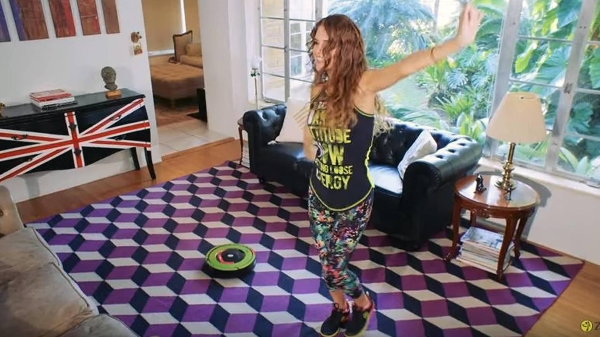 Einfach mal mit dem Roomba durch die Wohnung tanzen? So skurril finden wir das eigentlich gar nicht.
