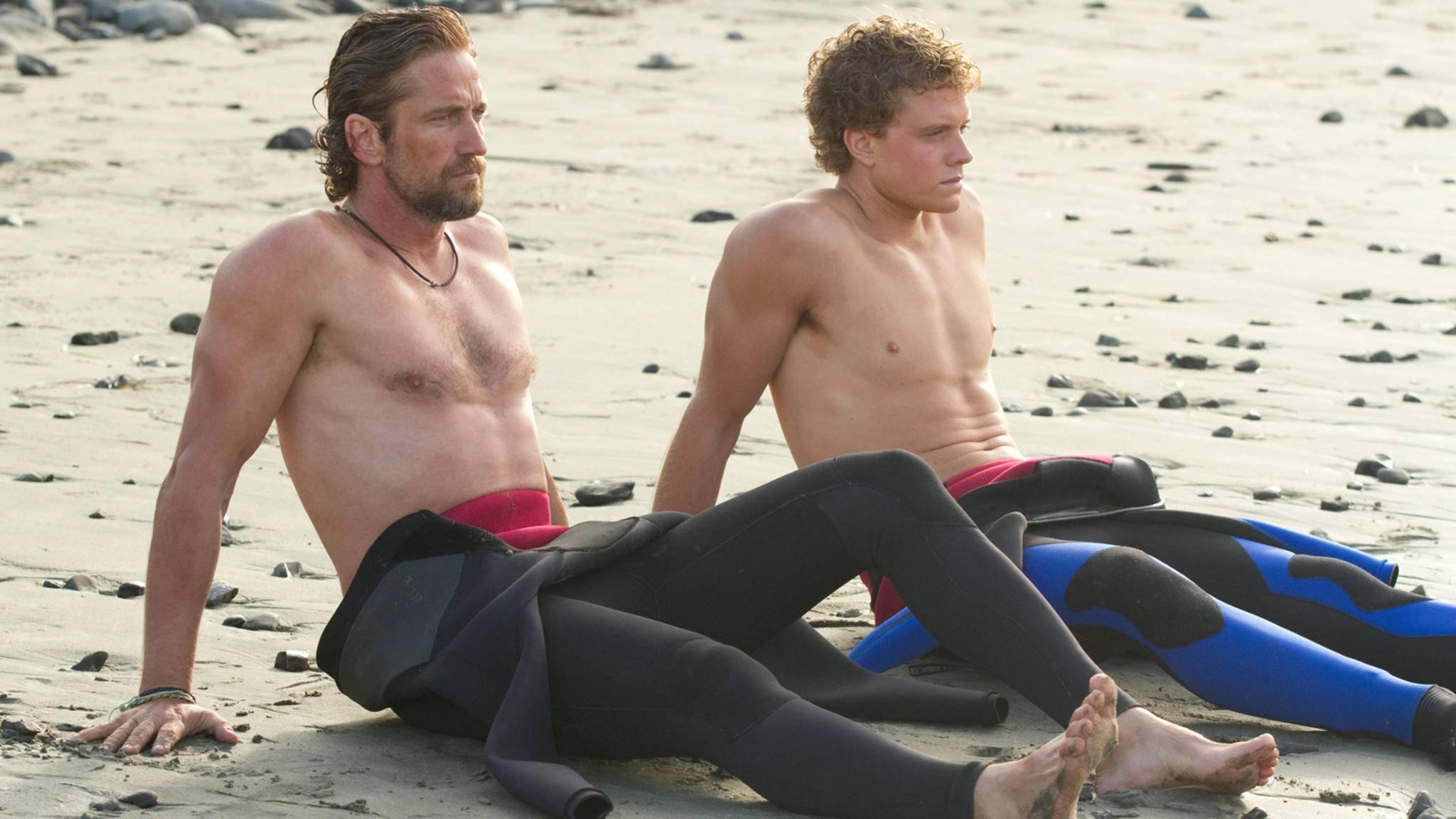 "2012 wurde Gerard Butler (l.) zum griesgrämigen Surfer-Mentor ""Frosty""."
