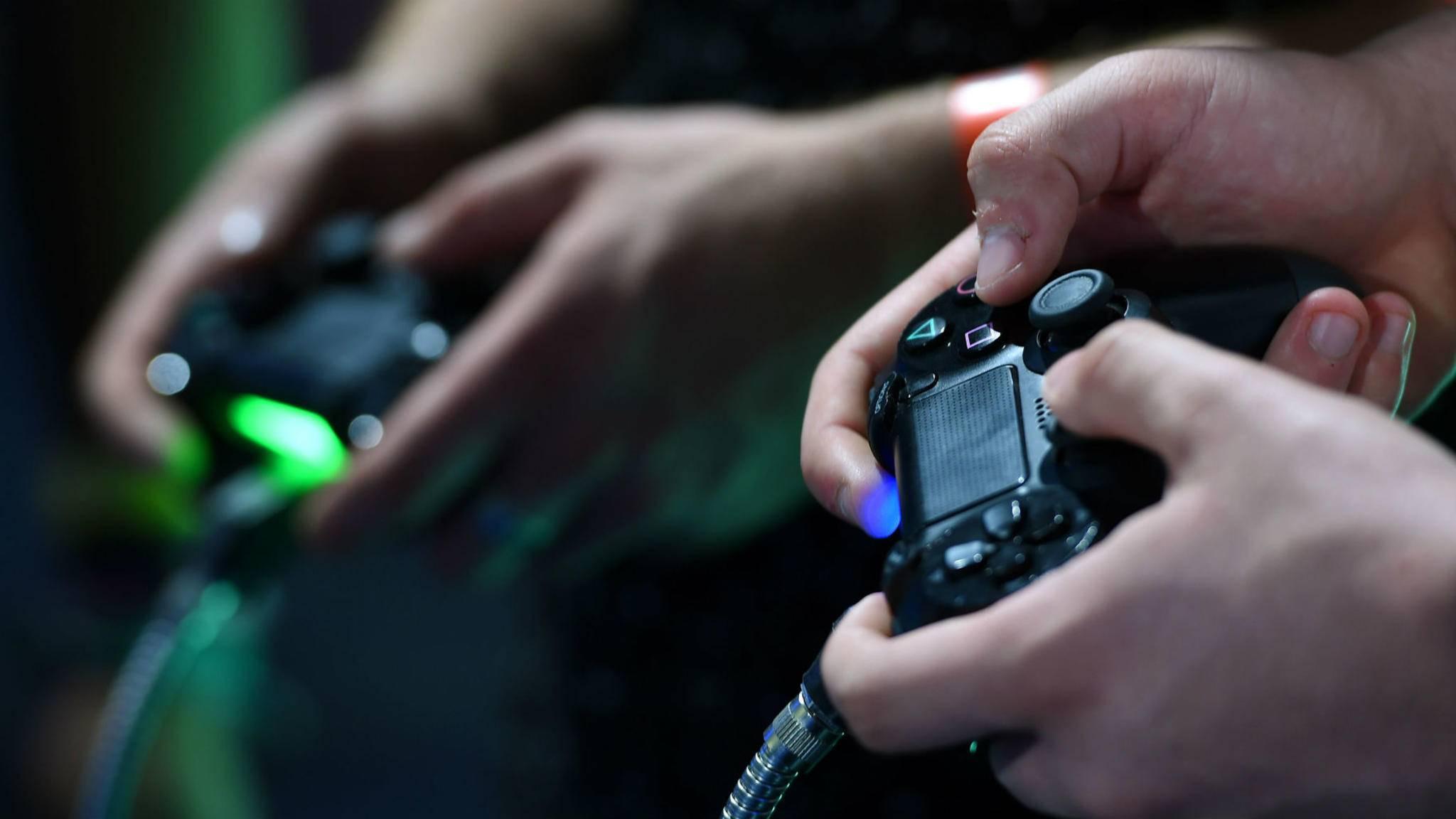 Der PS4-Controller kann auch mit der älteren PS3 verbunden werden.