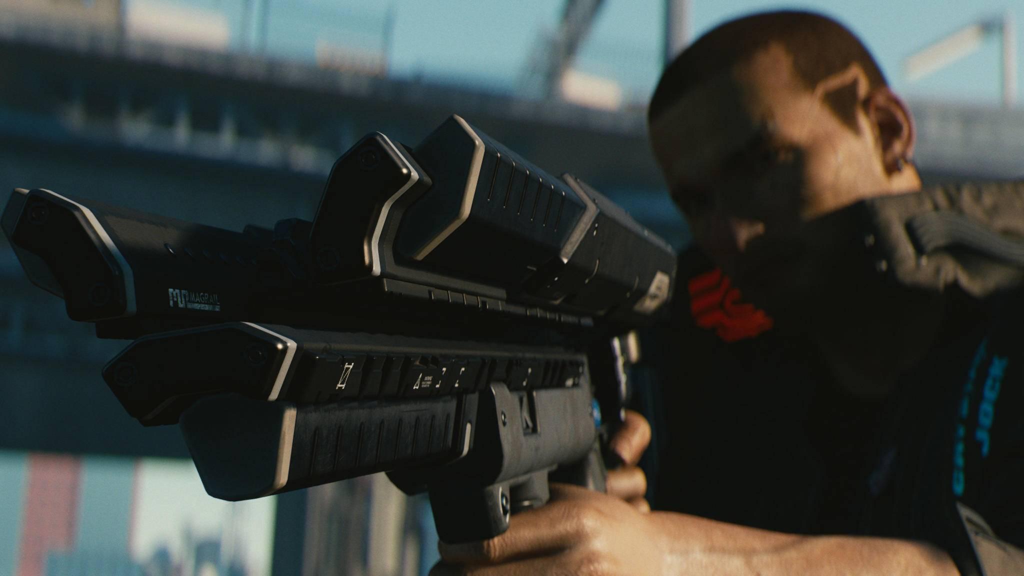 In Night City ist eine große Schusswaffe schon mal von Vorteil.