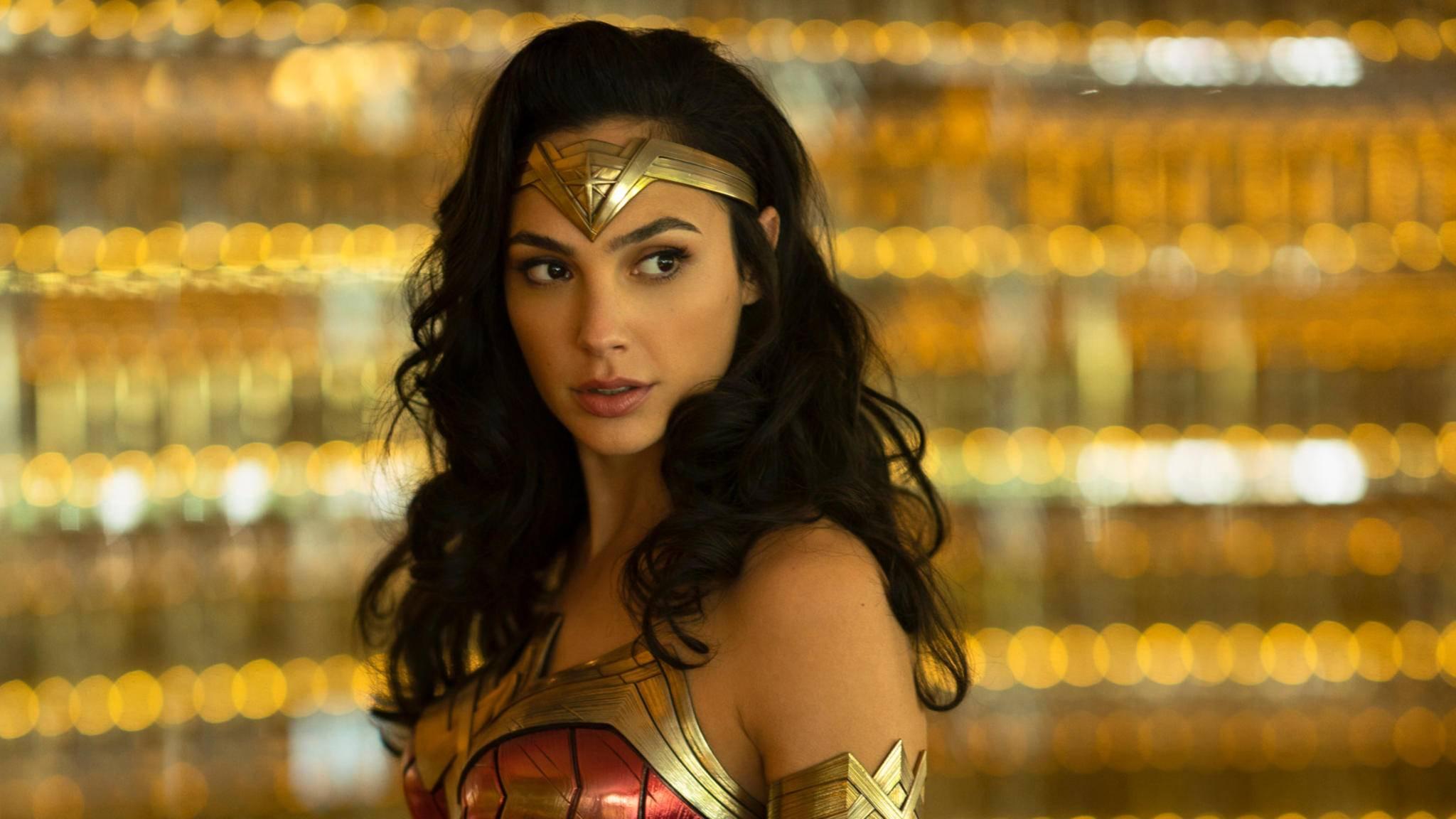 Wonder Woman verabschiedet sich auf dem neuen Poster von ihrem klassischen Kostüm.