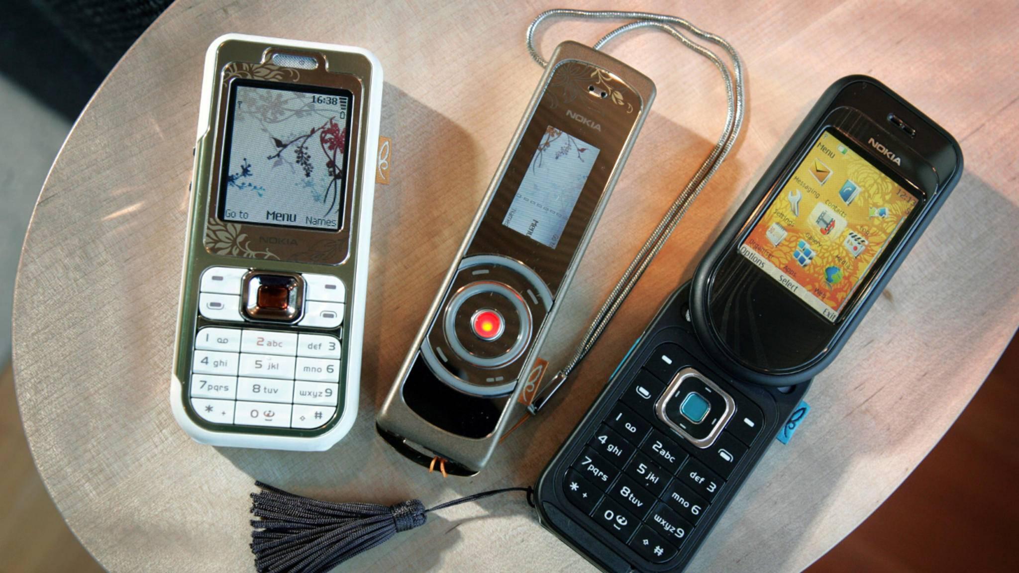 Das Nokia 7380 (Mitte) war wahrlich keine Schönheit.