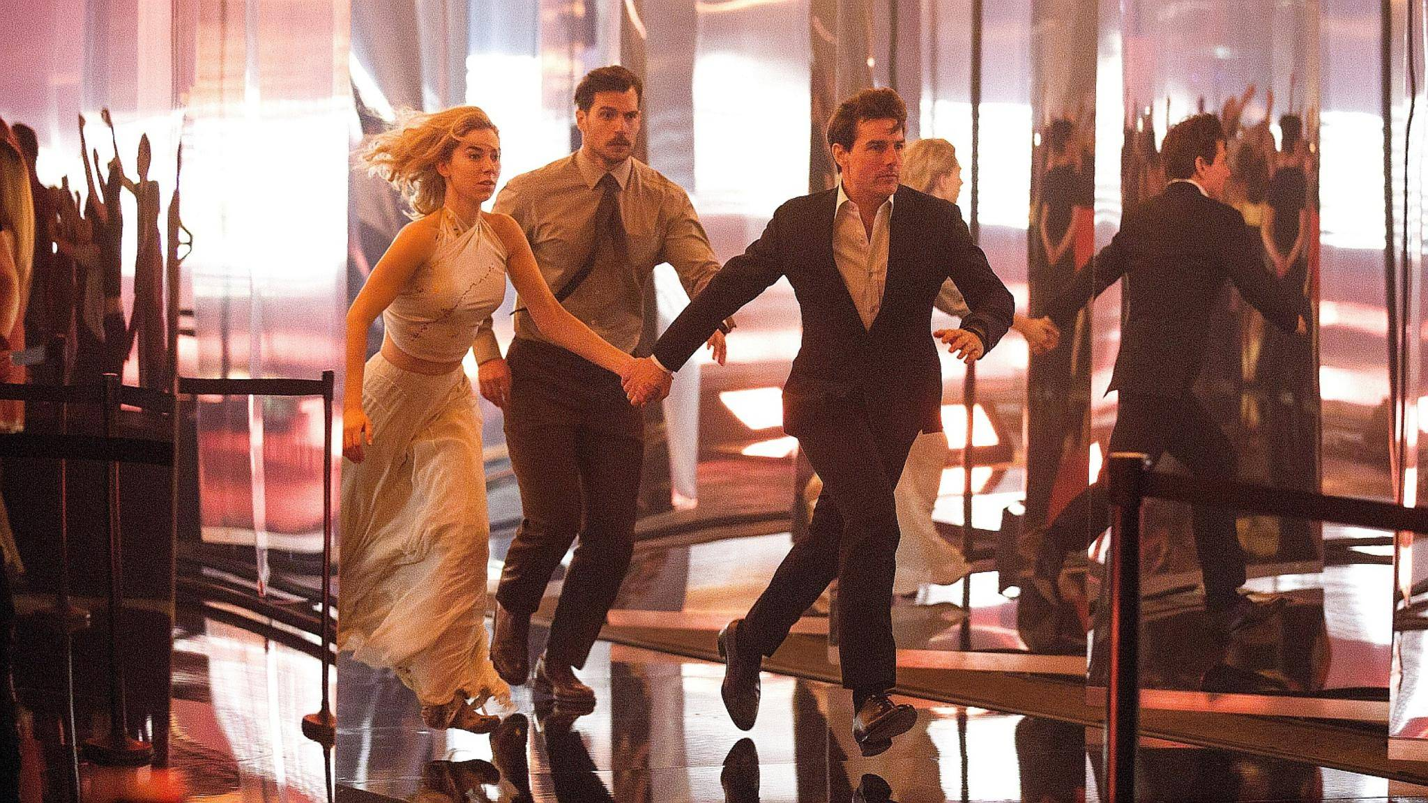mission-impossible-fallout-tom-cruise-vanessa-kirby-henry-cavill