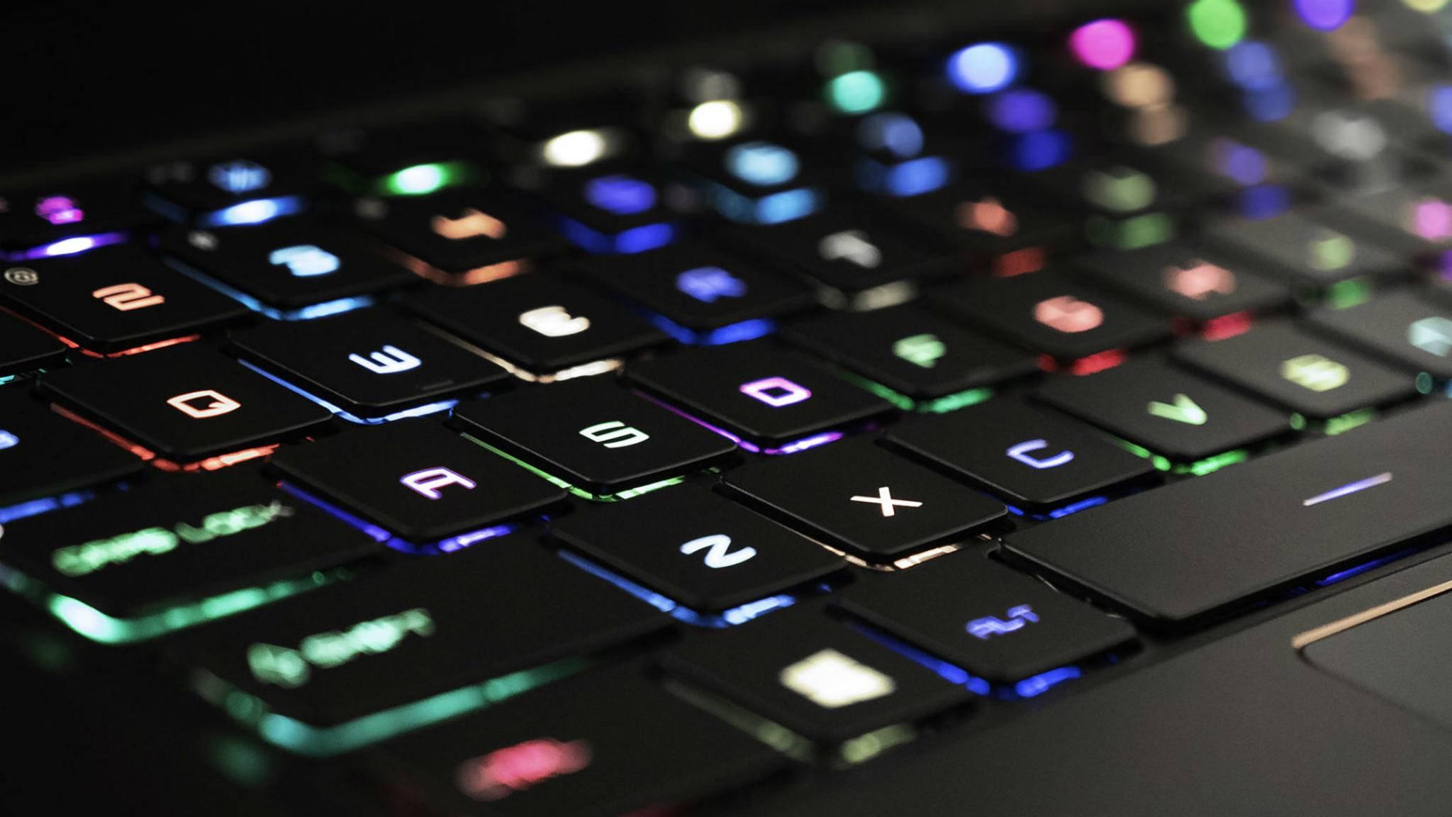 Die RGB-Tastatur ist äußerlich das einzige, das an die Gaming-Ausrichtung des GS65 erinnert.