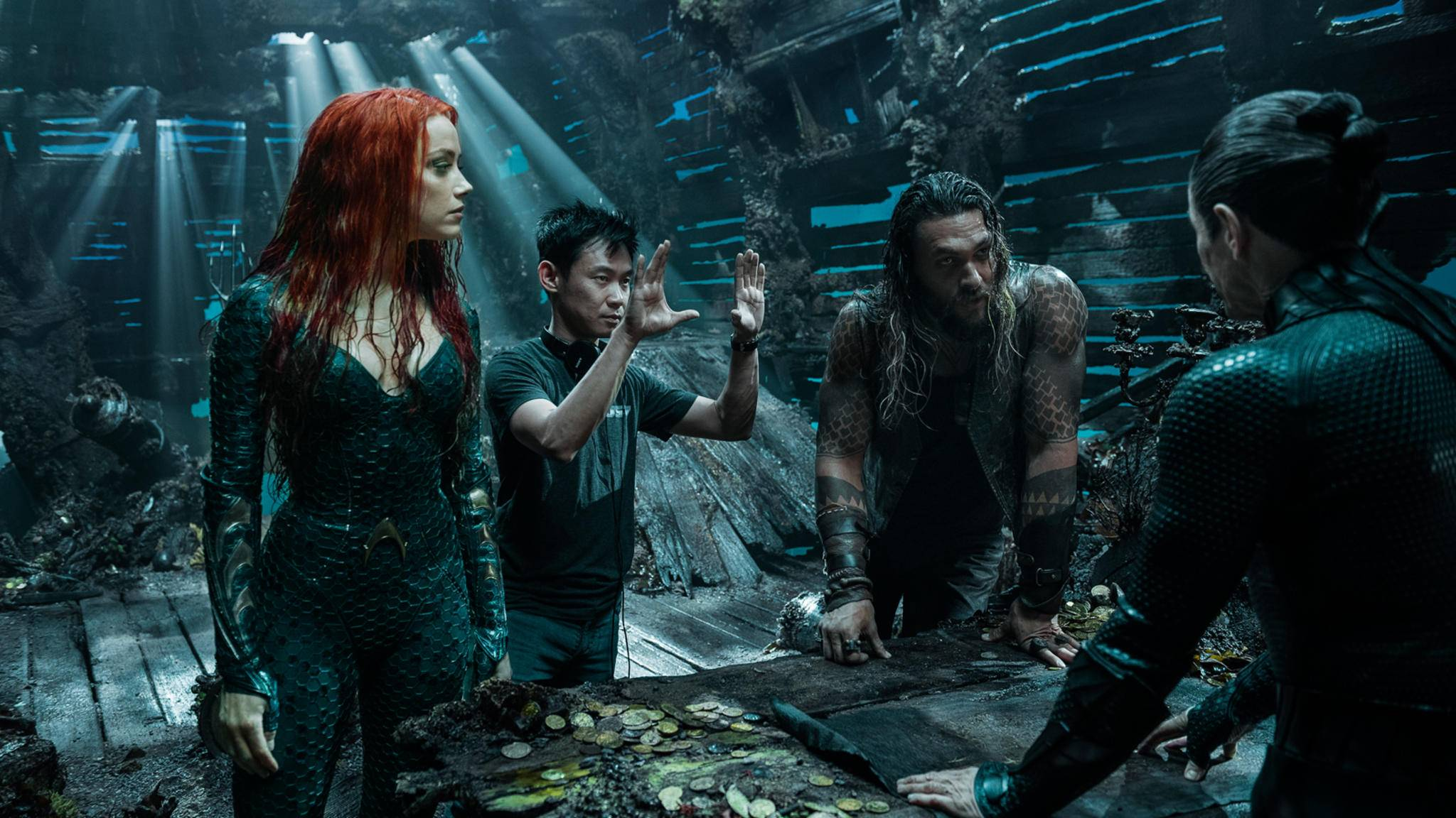 """James Wan (Mitte) gab auch am Set von """"Aquaman"""" den Ton an."""