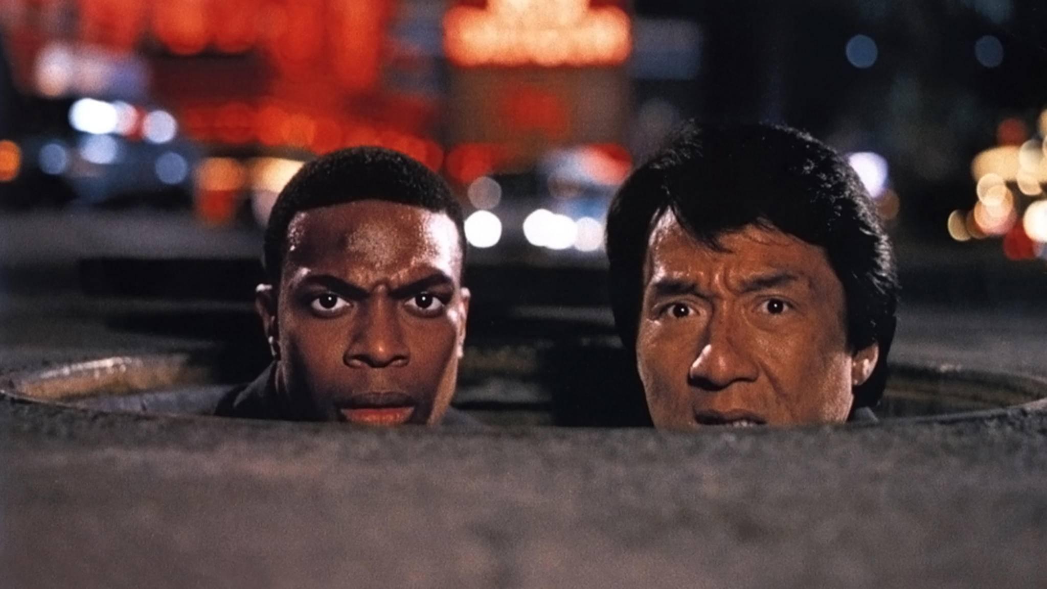 """Jackie Chan und Chris Tucker müssen sich in """"Rush Hour"""" zusammenraufen – und machen den Film zu einer der besten Buddy-Comedys."""