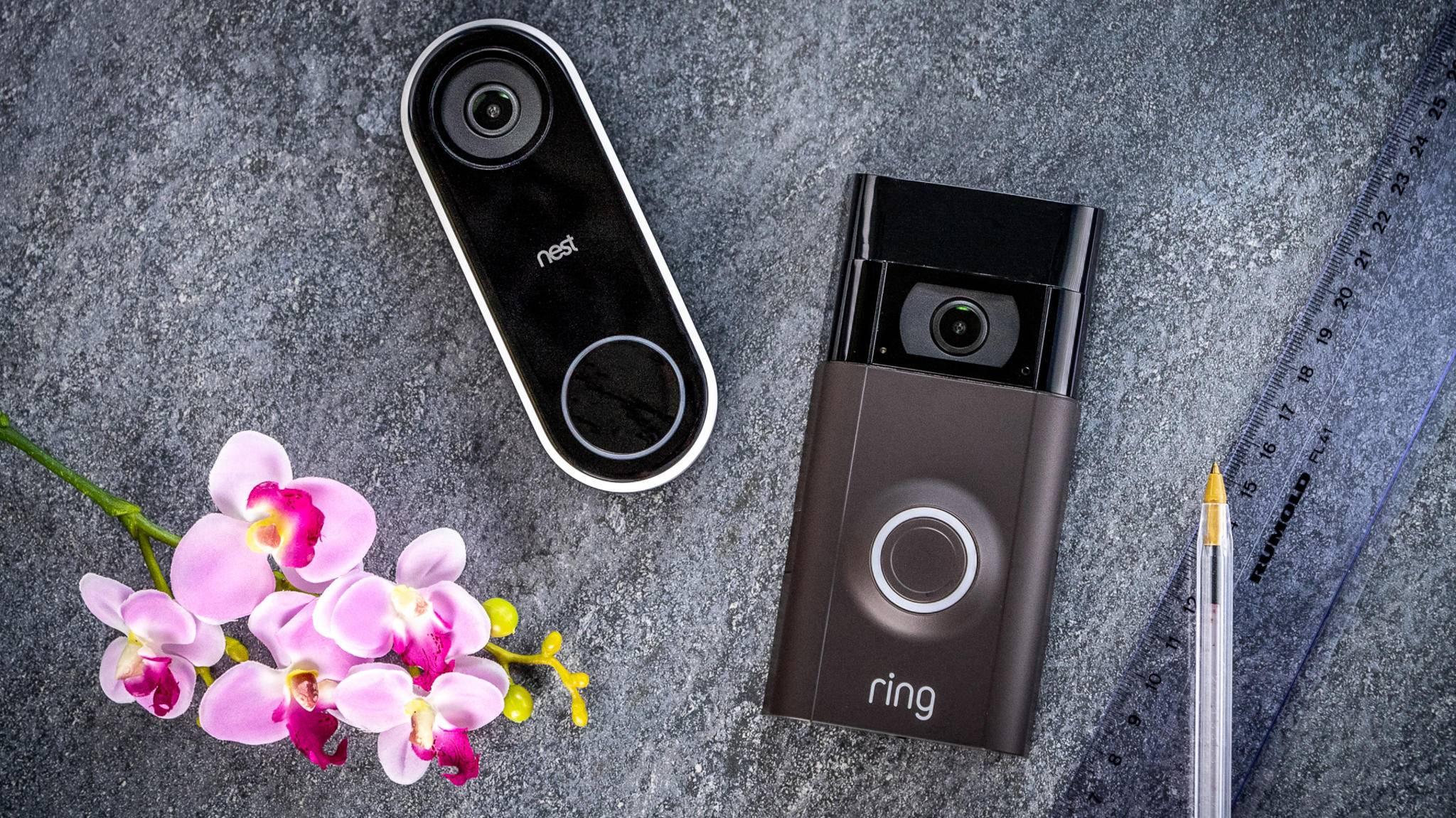 Nest Hello (links) und die Ring Video Doorbell 2 bieten unterschiedliche Vorzüge.
