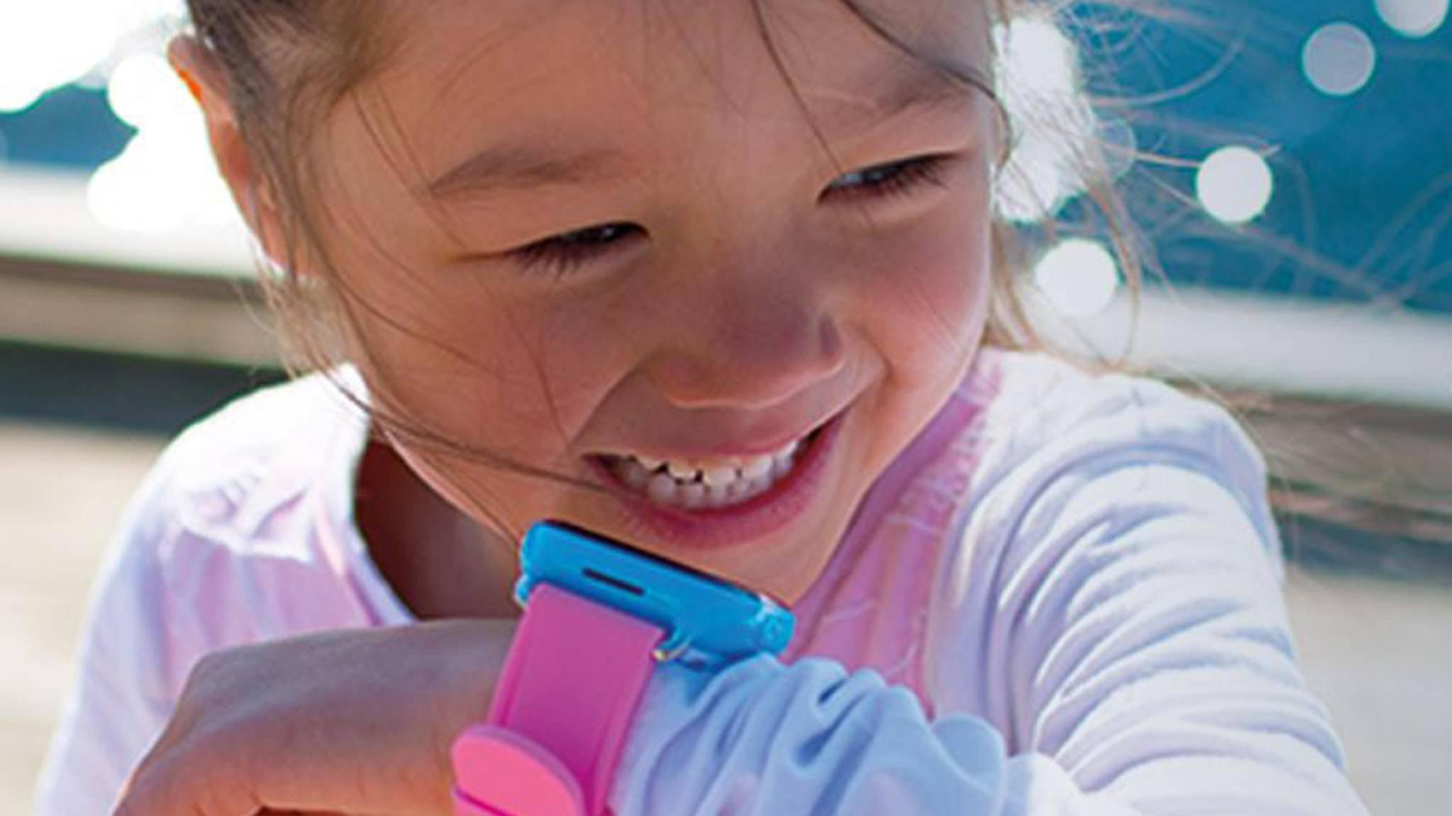 Über die Xplora-App können bis zu 12 Kontakte hinzugefügt werden, mit denen der Nachwuchs telefonieren kann.