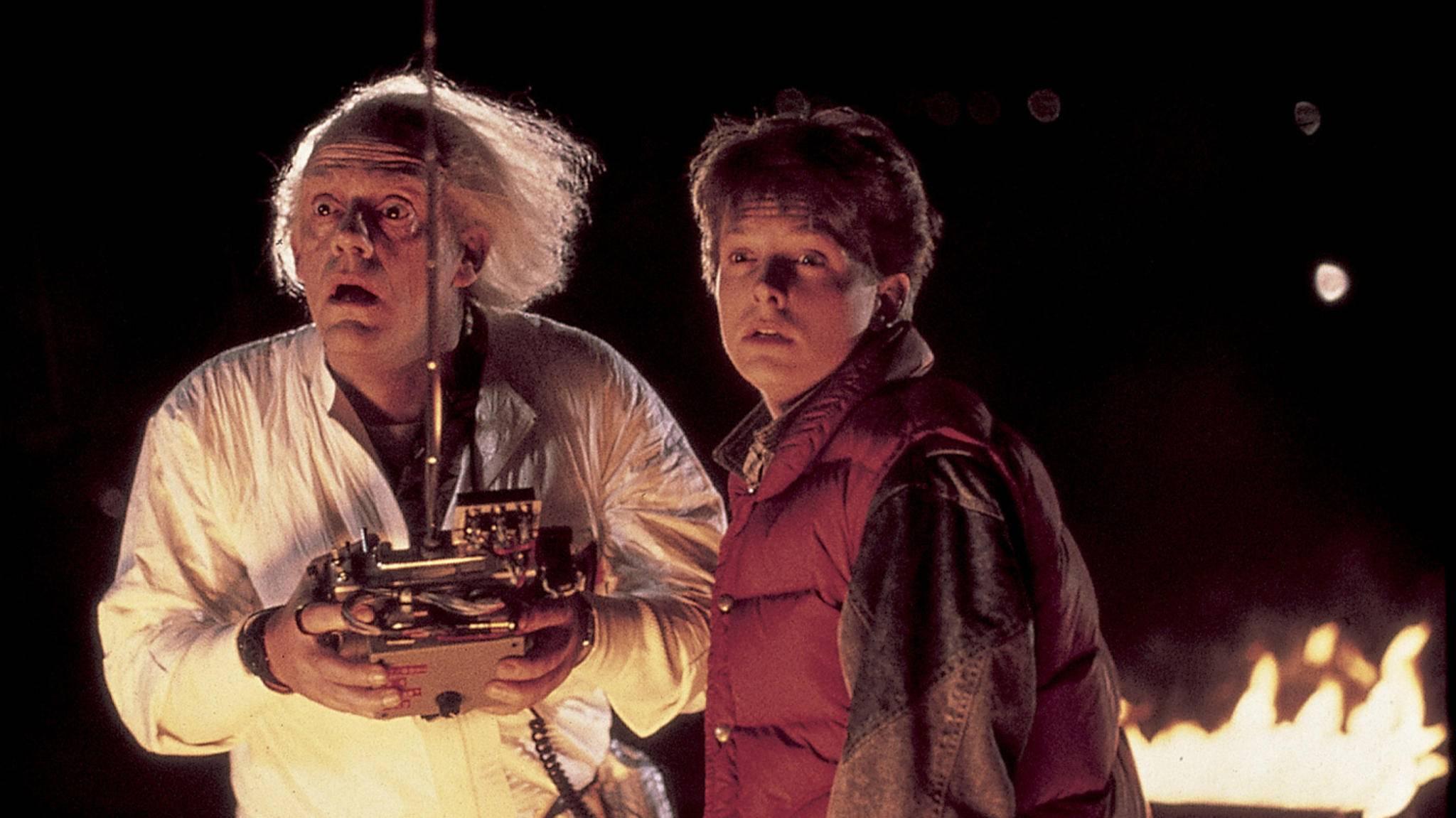 Unglaublich: Doc Brown und Marty McFly treffen sich in der Gegenwart.