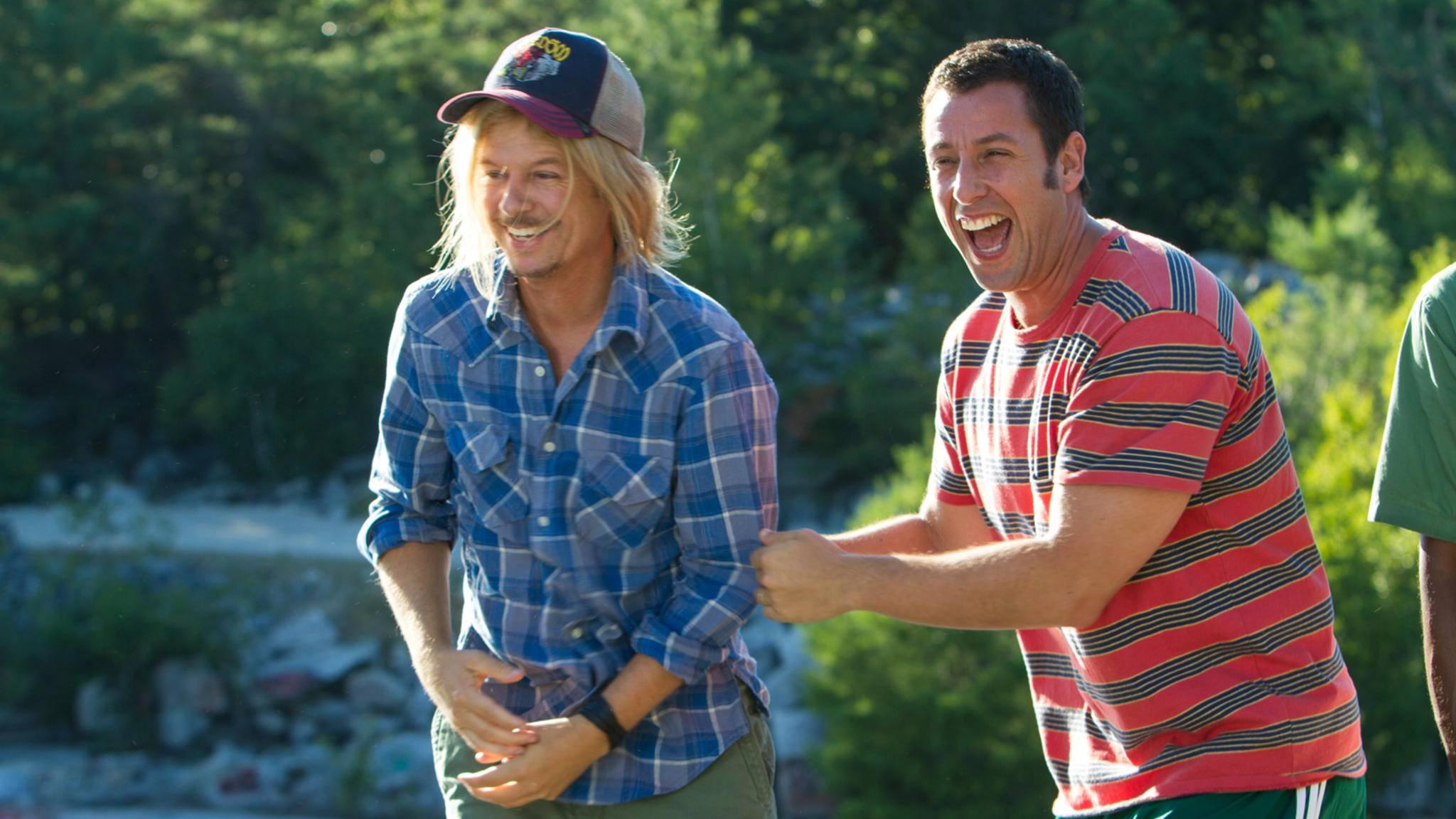 Was wohl Adam Sandler (rechts im Bild) von der Aktion seines Superfans hält?