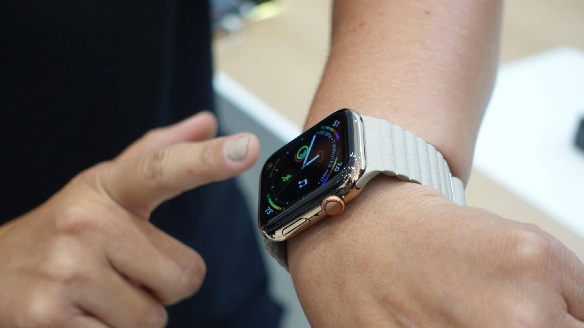 Für die Apple Watch (hier die Series 4) ist praktisches Zubehör erhältlich.