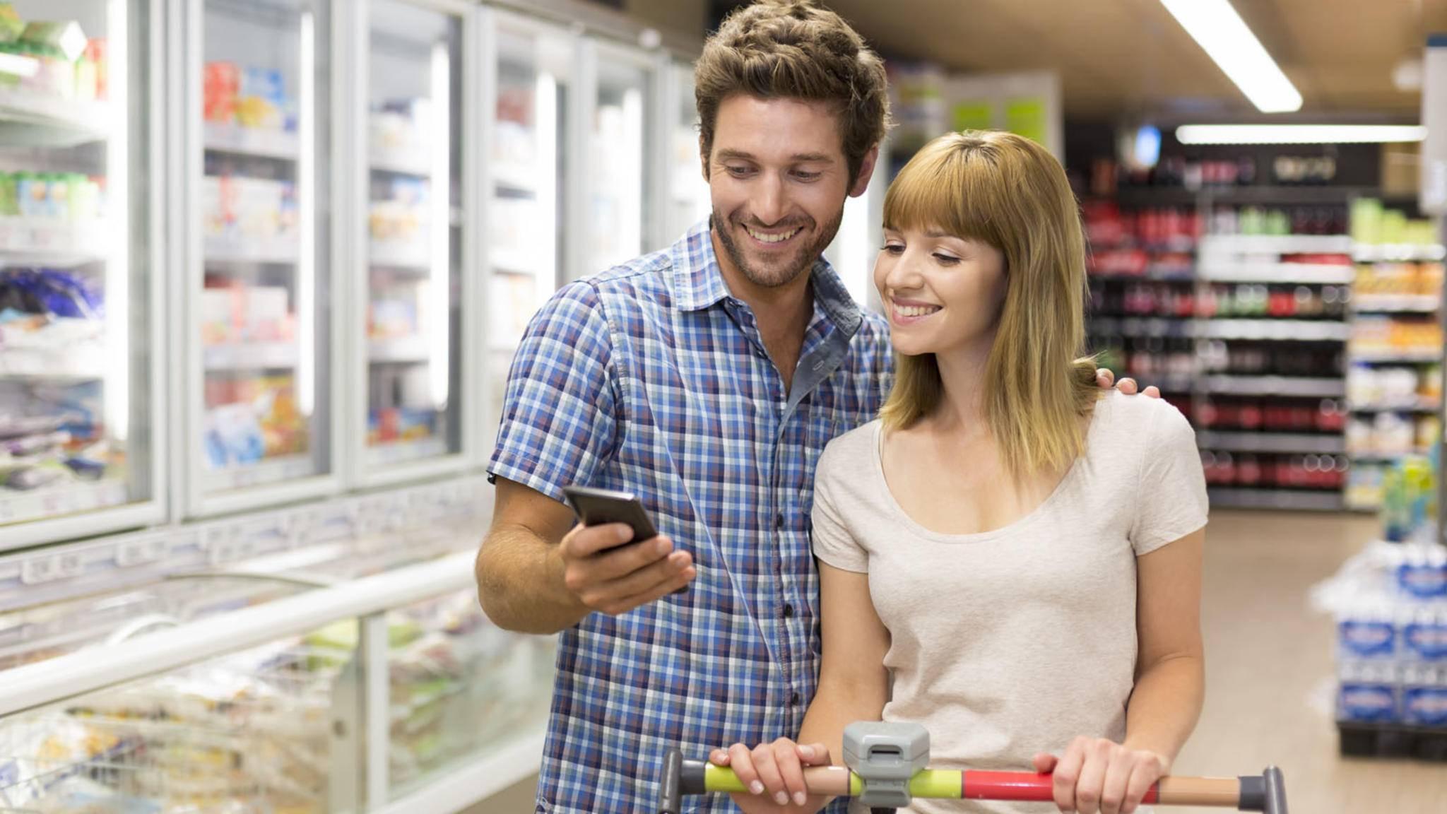 Einkaufsliste-App-Smartphone-Einkaufen-ldprod-AdobeStock_93208692
