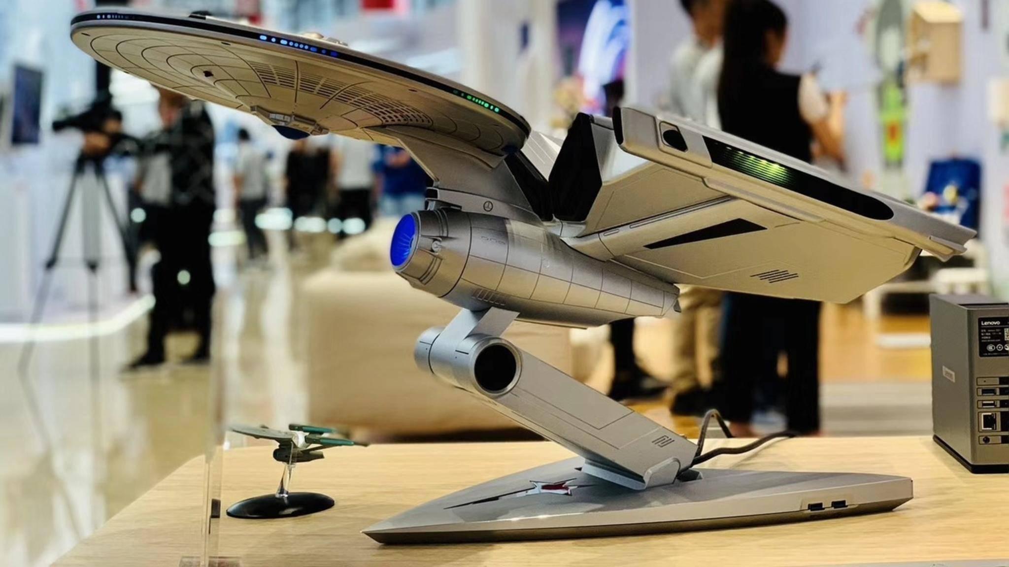 """In diesem """"Raumschiff Enterprise""""-Gehäuse steckt ein vollwertiger Gaming-PC."""