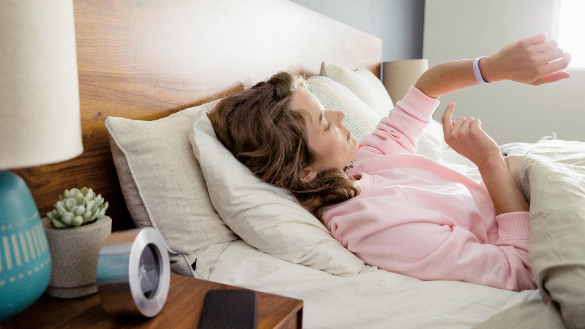 Fit schon nach sechs Stunden Schlaf? Laut Fitbit ist das gar nicht mal so unüblich.