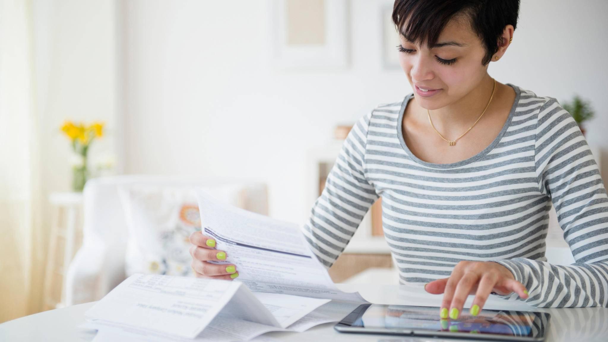 Mit einer Haushaltsbuch-App behältst Du bequem den Überblick über Deine Einnahmen und Ausgaben.