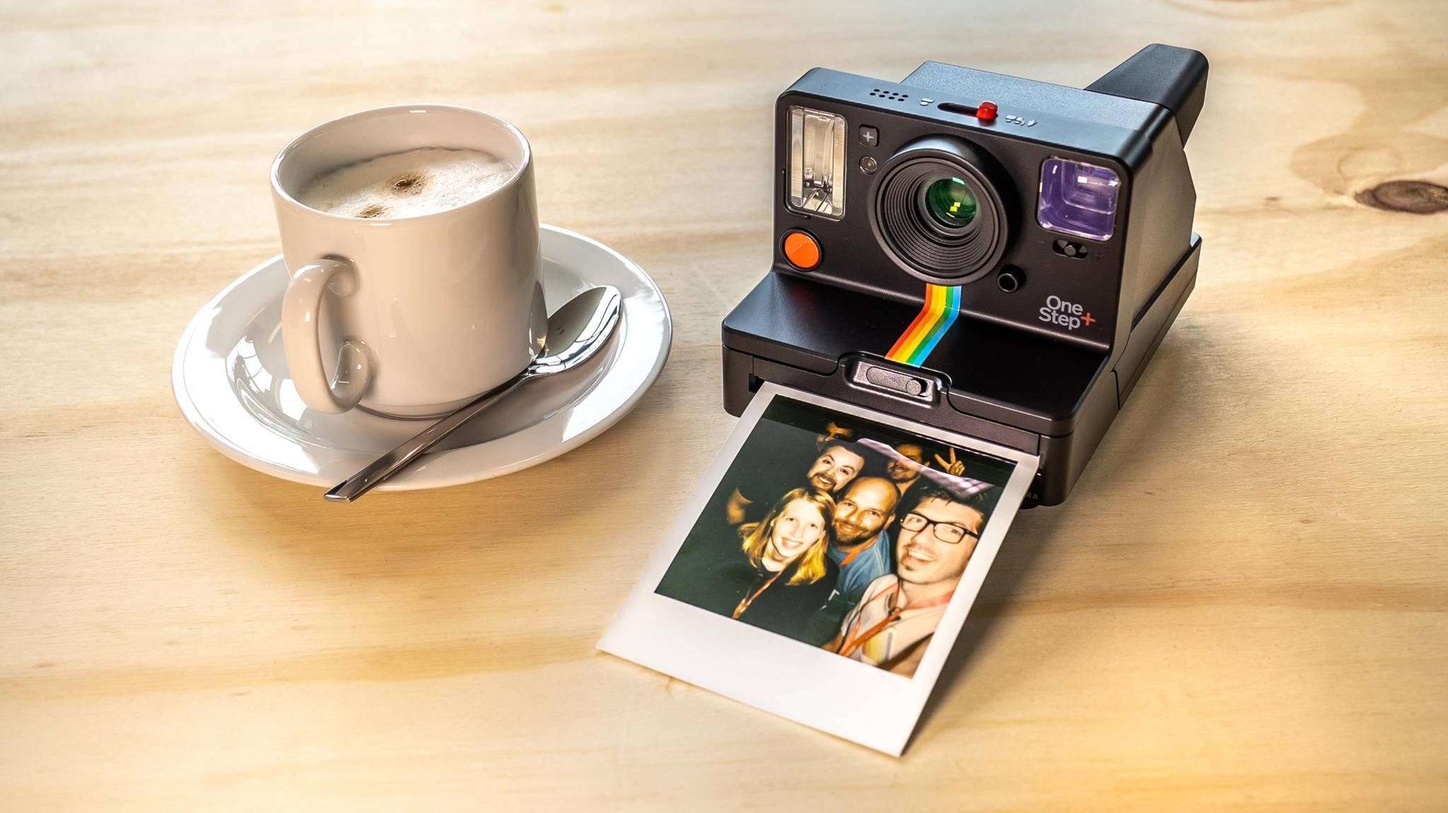 Sofortbildkameras wie die Polaroid OneStep+ sind wieder in Mode.