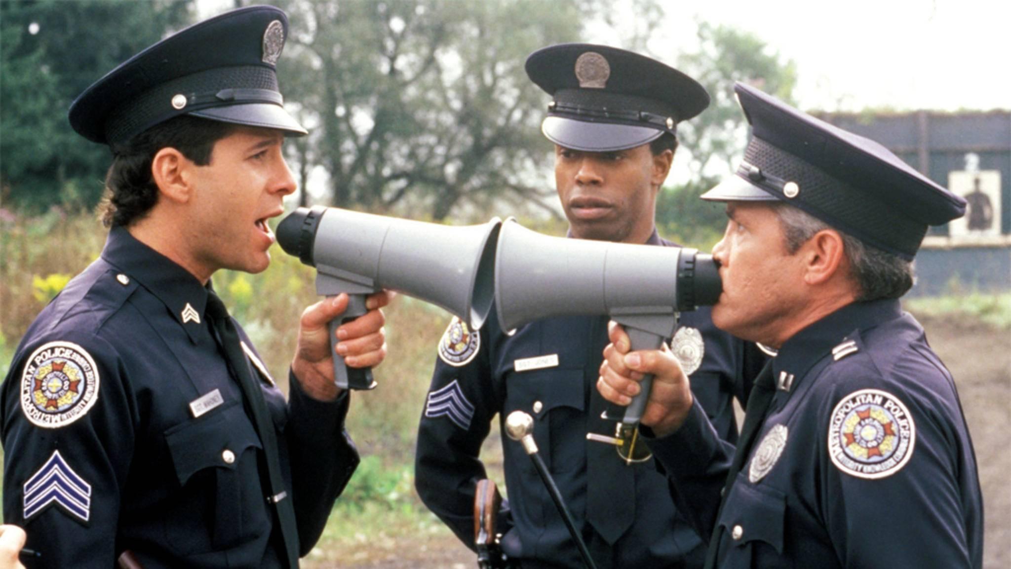 """Klamauk in Serie: Die """"Police Academy"""" meldet sich zurück zum Dienst."""