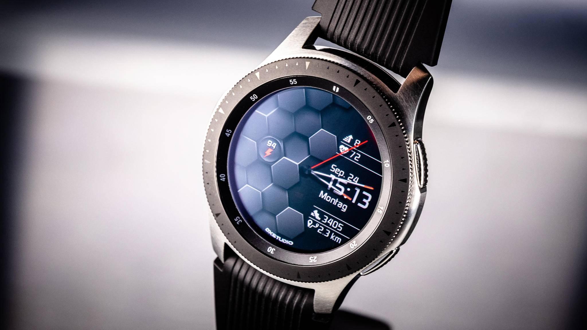 Die Samsung Galaxy Watch ist eine Weiterentwicklung von Gear S3 und Gear Sport.