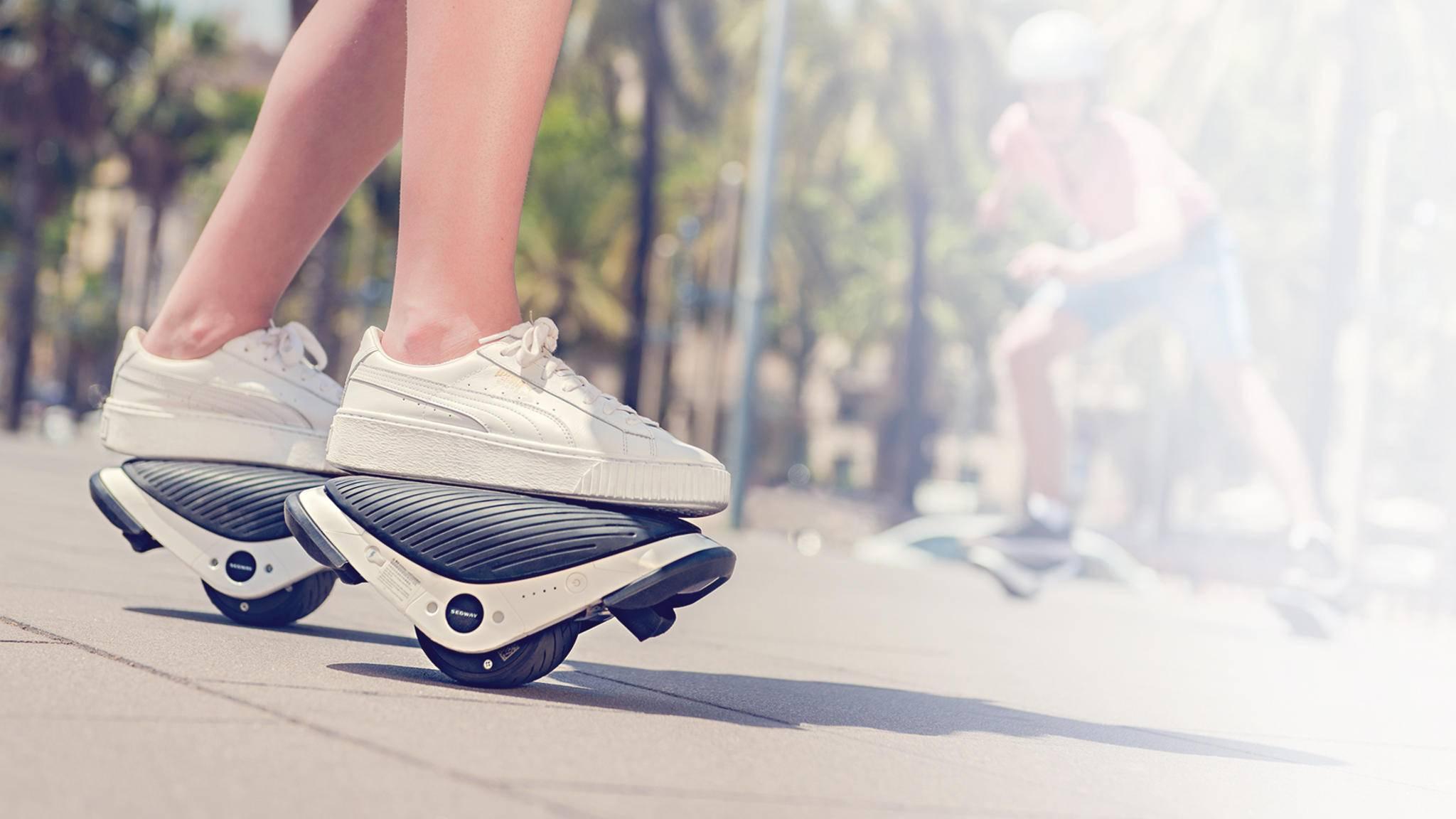 Ungewohnter Anblick: Segways Drift W1 sind eine Mischung aus Rollerblades und Hoverboard.