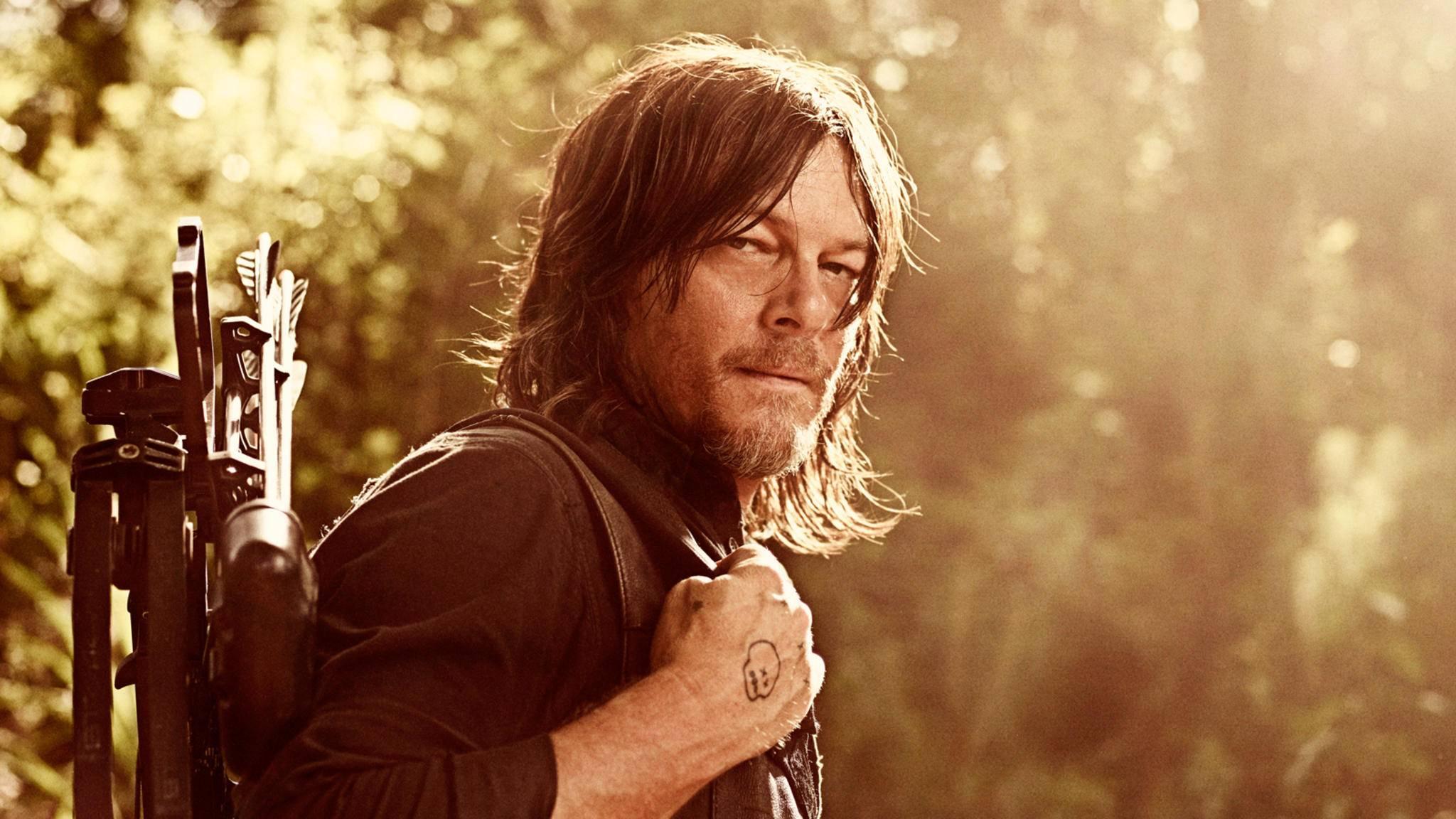 Norman Reedus könnte schon bald von Daryls Armbrust auf Sols Revolver umsatteln ...